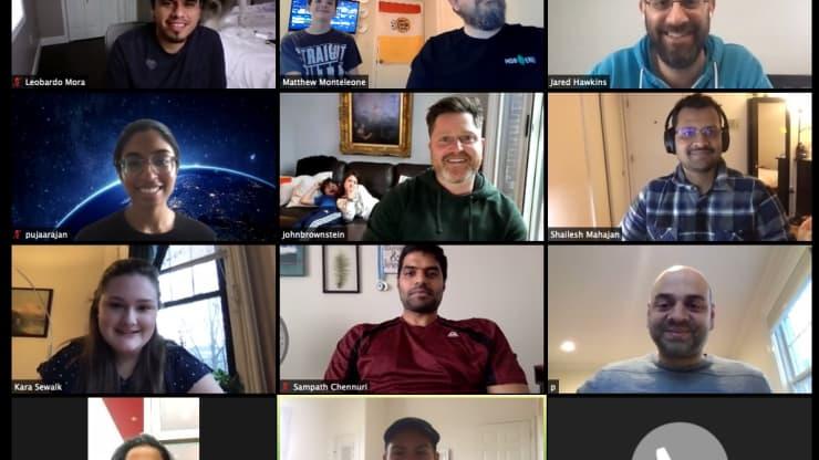 Sukarelawan dari Amazon, Apple dan Google Membangun Situs Pelacak Coronavirus Dalam Enam Hari