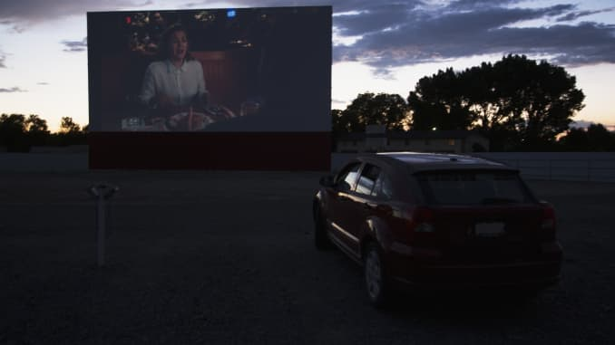 Social Distancing Phenom Drive Ins Boom As Movie Theaters Close