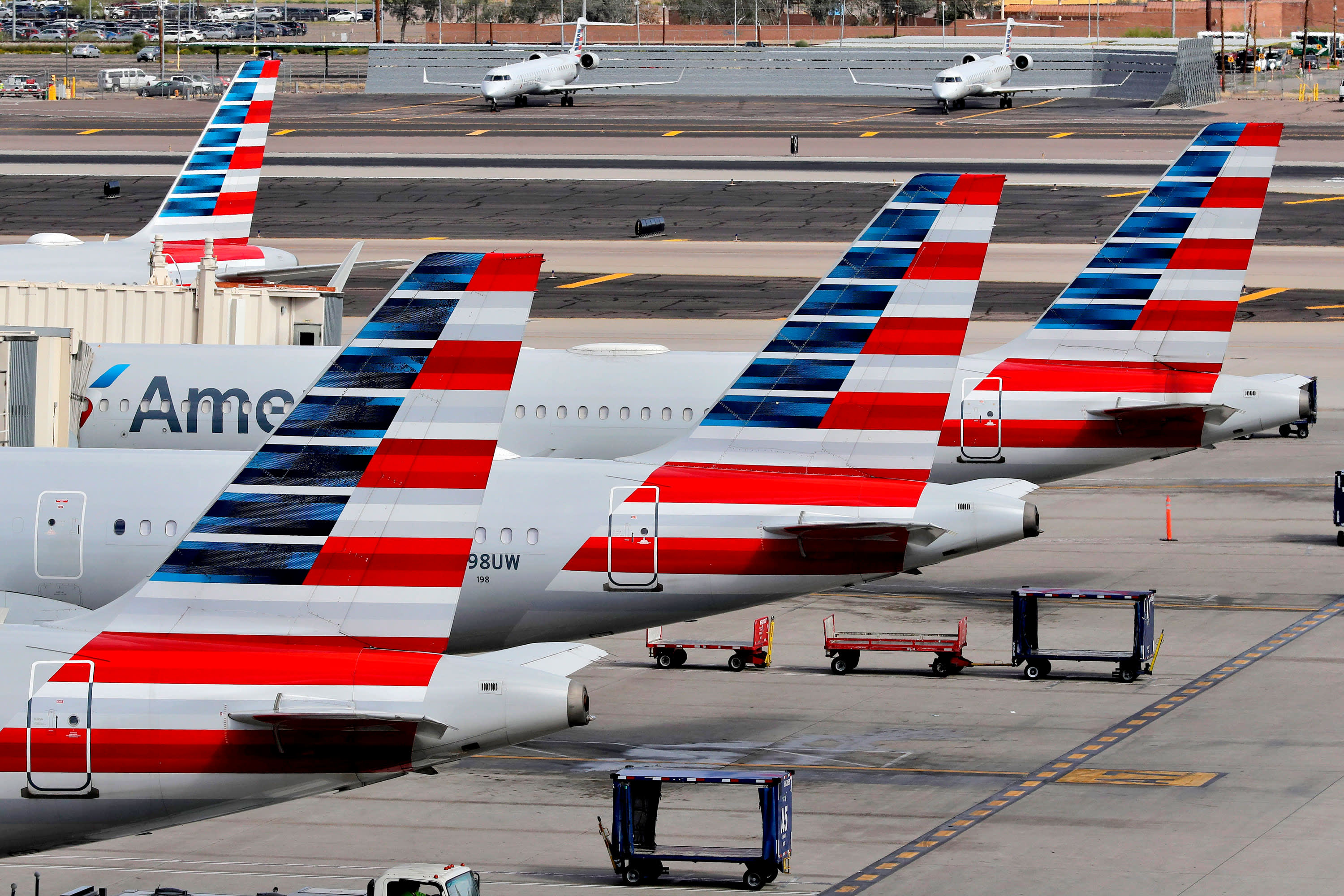American Airlines plans to apply for coronavirus aid, offers partial pay for employee leave