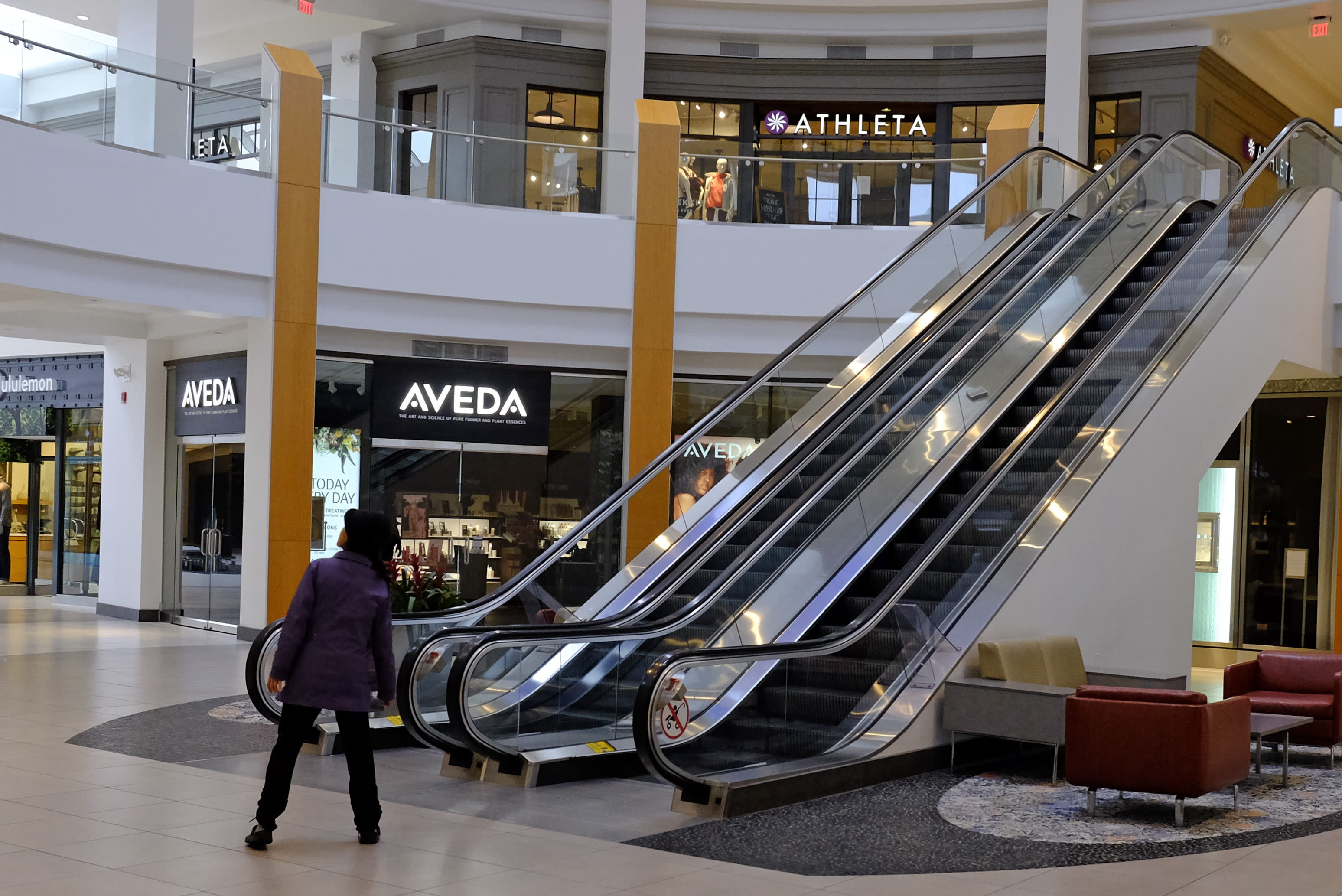 America's top-tier malls have been resilient however values at the moment are crumbling, down 45% from 2016 ranges, Inexperienced Avenue says
