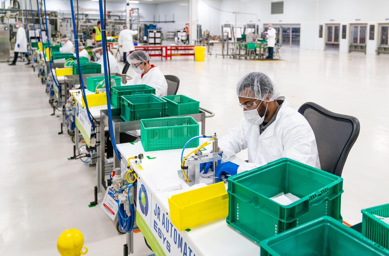 GM to produce 30,000 ventilators, US cases top 400,000