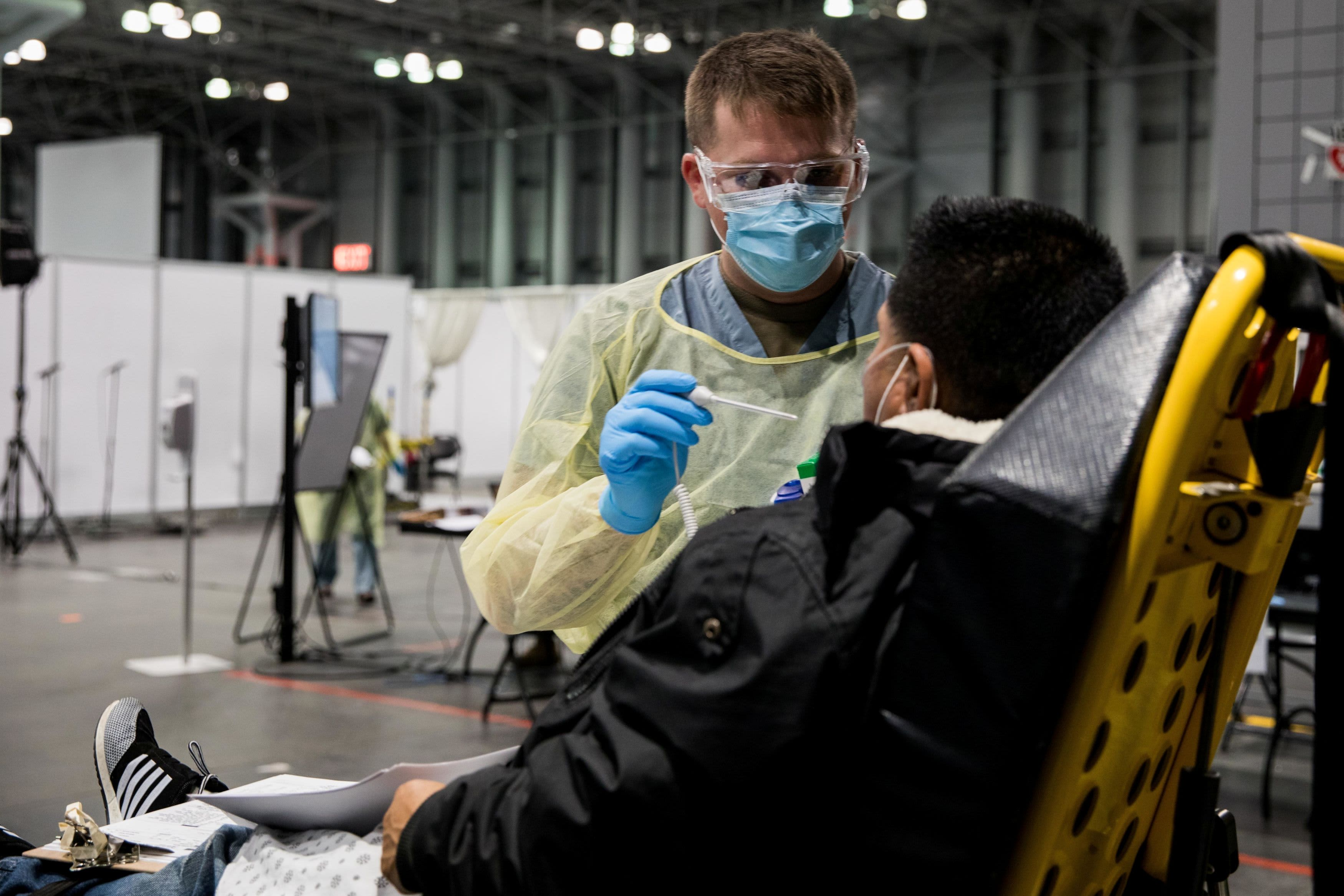 US coronavirus cases surpass 400,000, doubling in one week