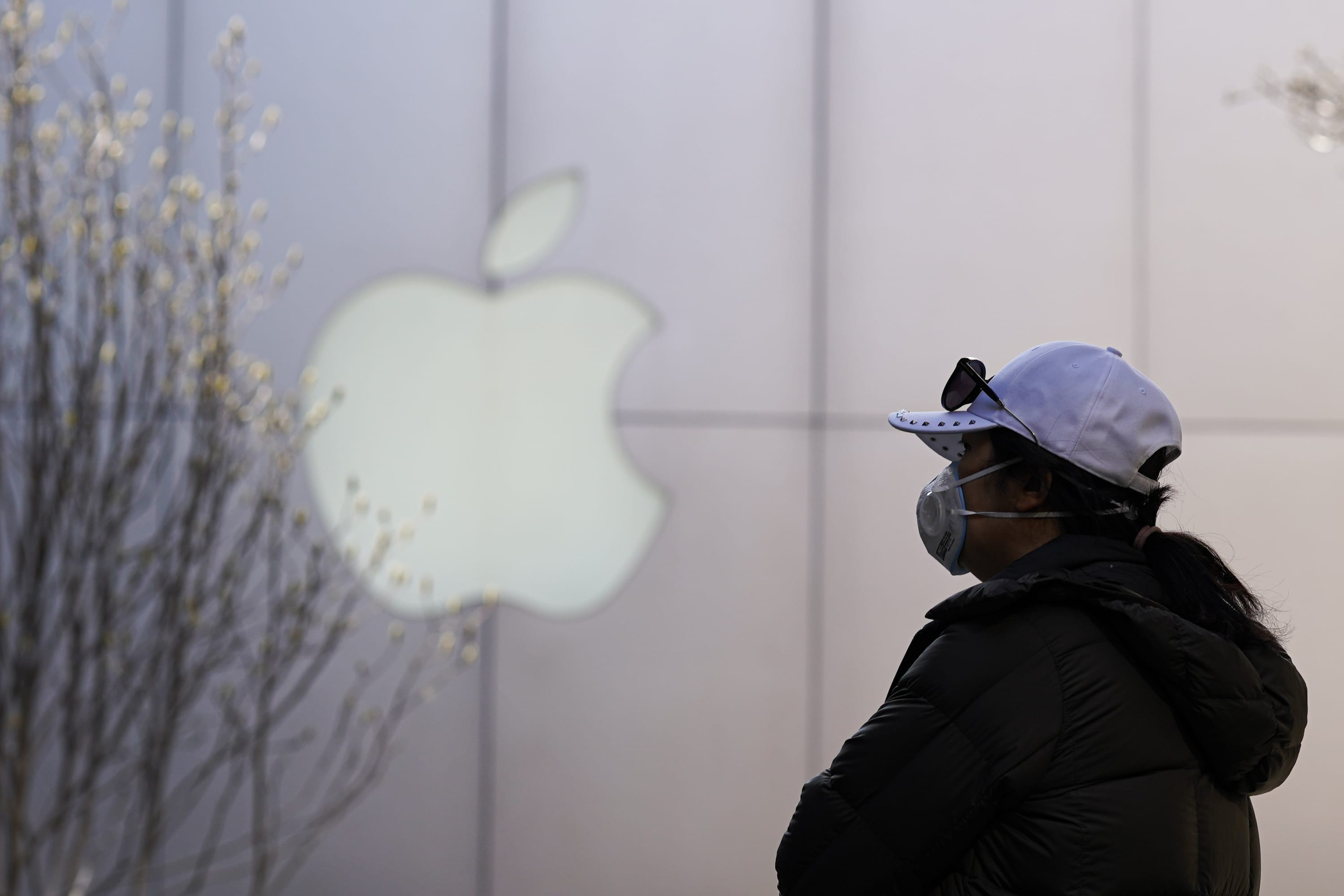 iPhone to your door: Chinese firms test super-fast phone delivery as coronavirus caution remains - CNBC