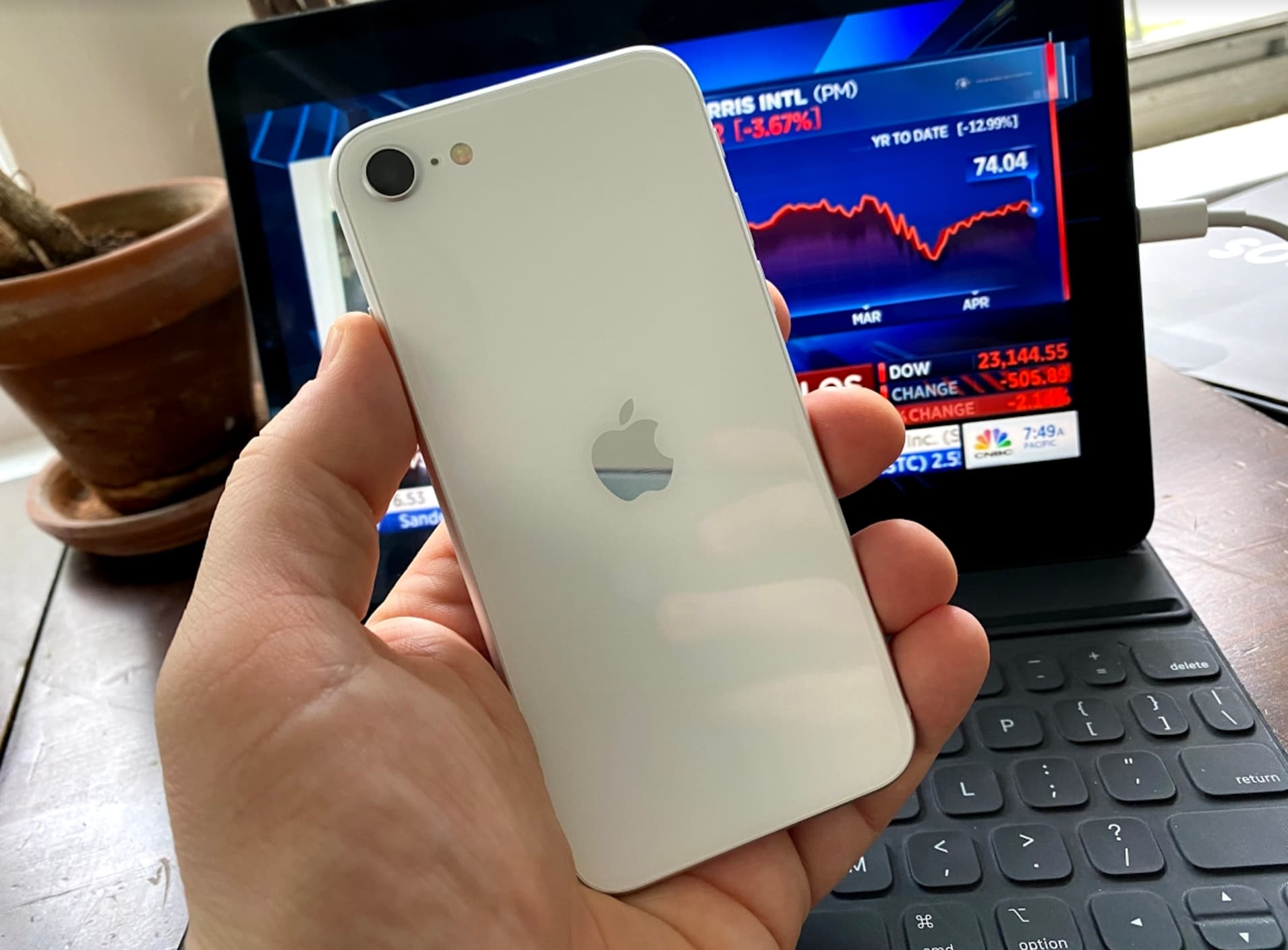 CNBC Tech: iPhone SE review 2020 6