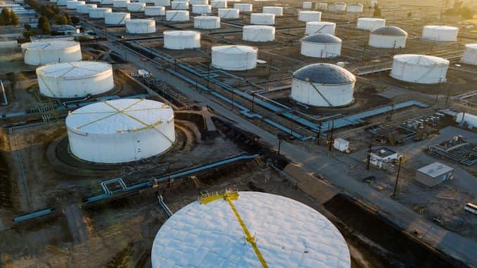 GP: Oil storage tanks Carson CA