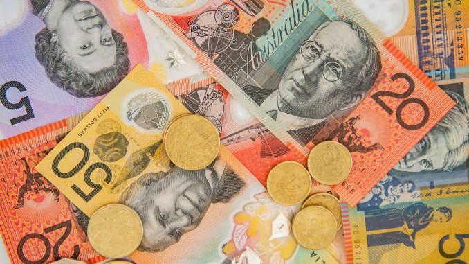 Dollar Gains After Us Data Euro Falls