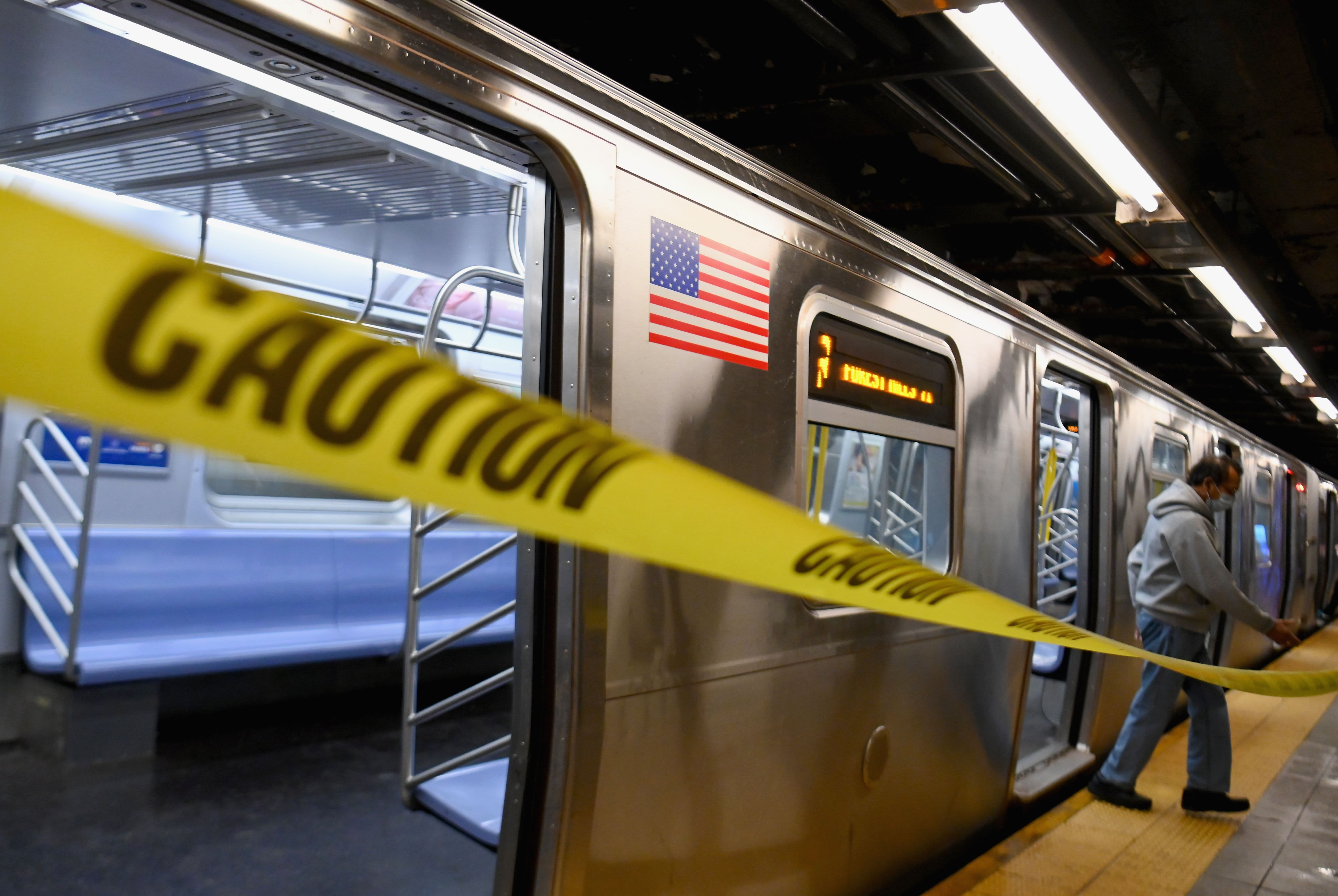 24-hour subway service ends to disinfect trains and buses overnight