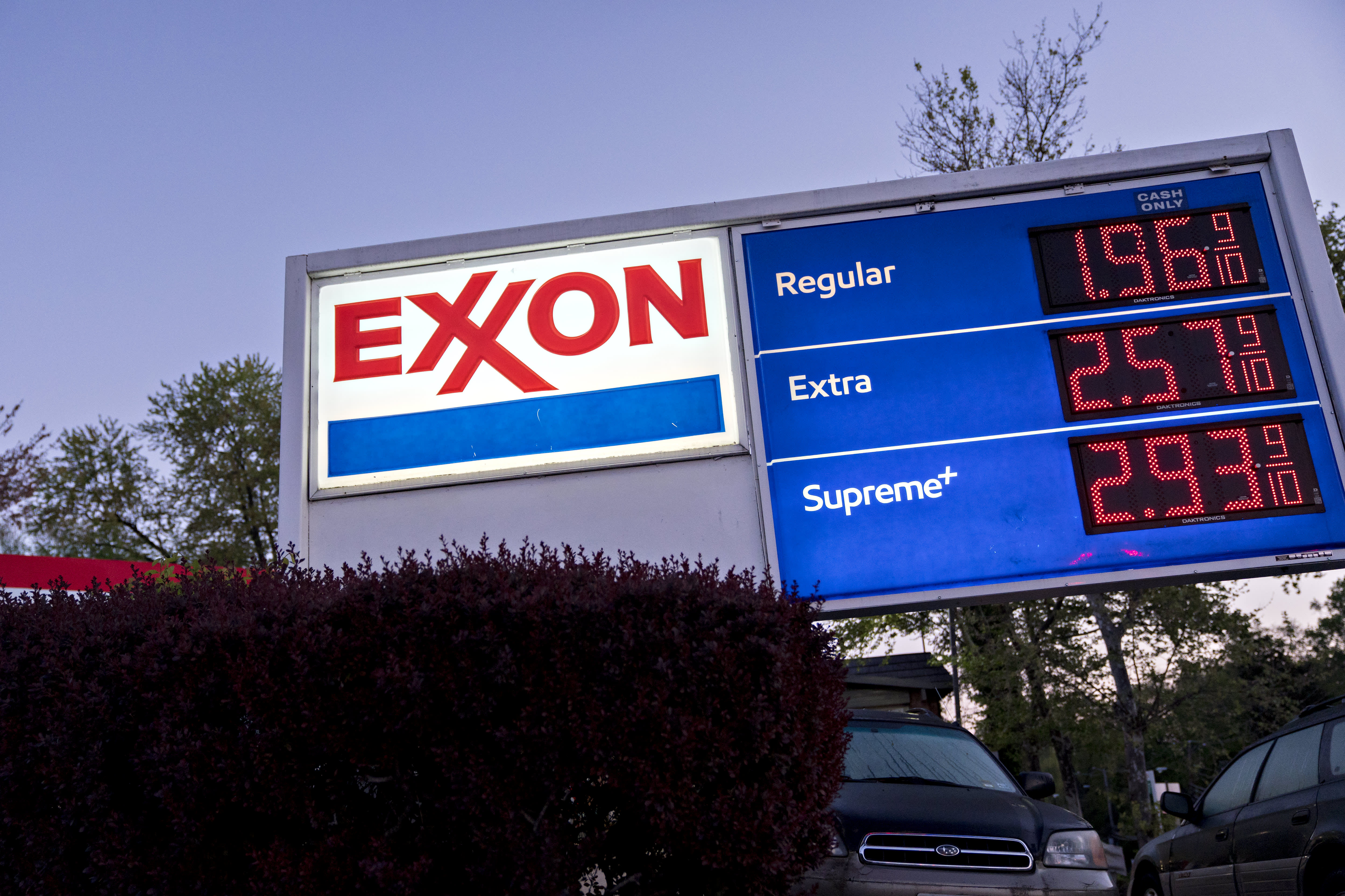 Exxon shares fall after it loses money for a second straight quarter