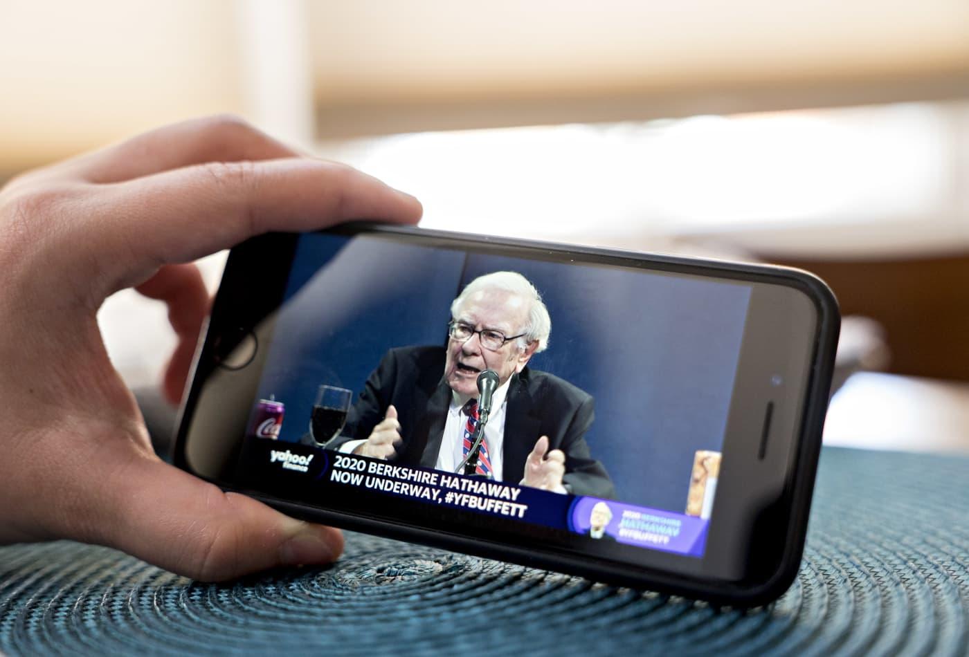 Warren Buffett isn't buying but says one stock market bet still makes sense