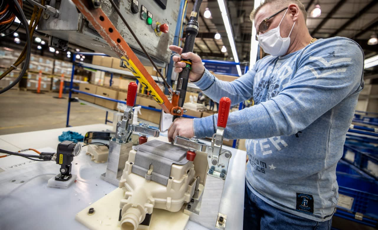 Ford, 3M begin shipping respirators to health workers