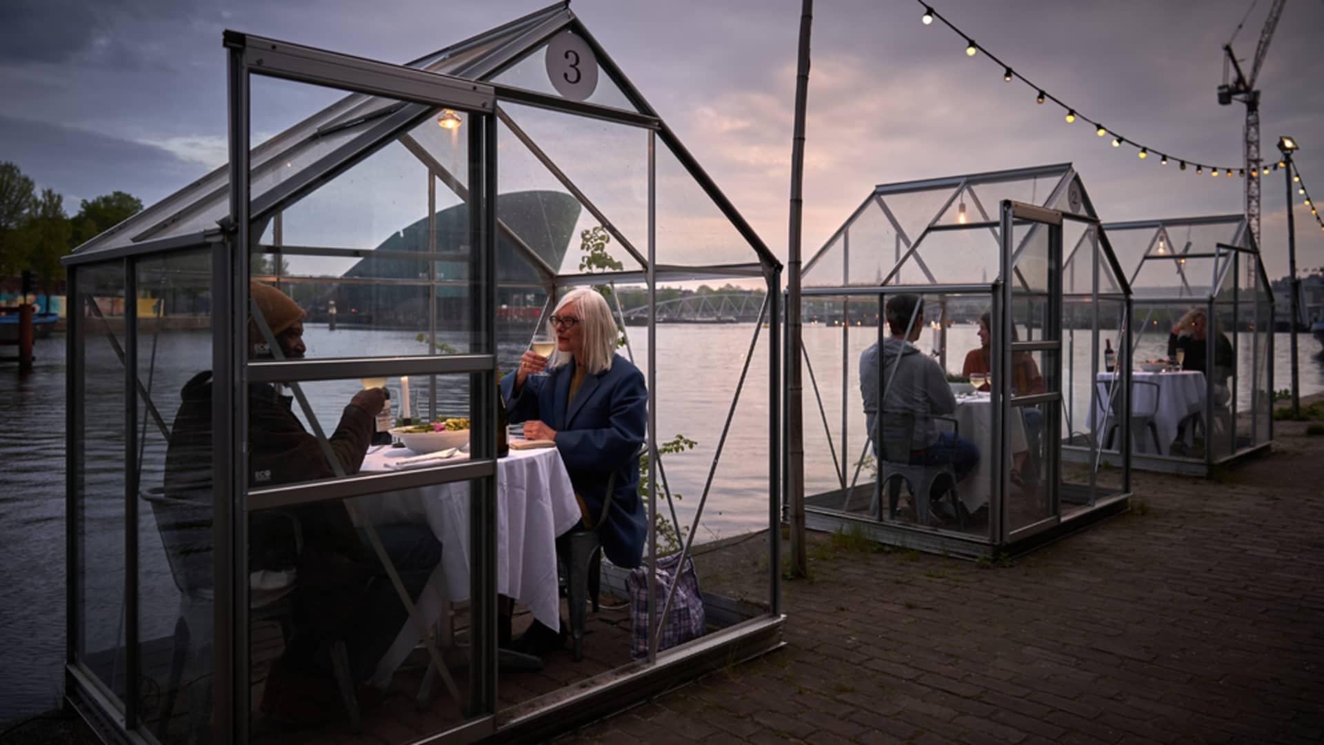 Diners inside Mediamatic ETEN's greenhouses.