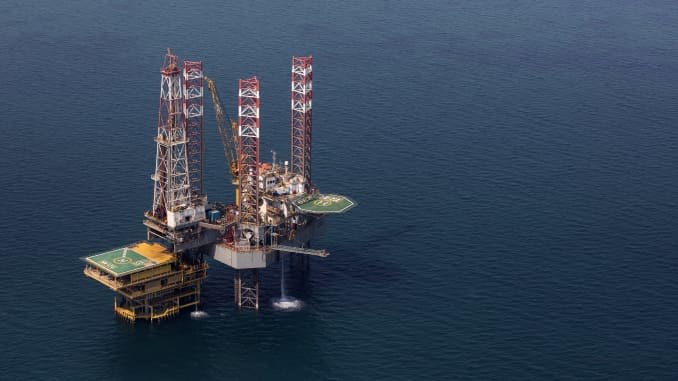 An offshore drilling platform stands in shallow waters at the Manifa offshore oilfield, operated by Saudi Aramco, in Manifa, Saudi Arabia.