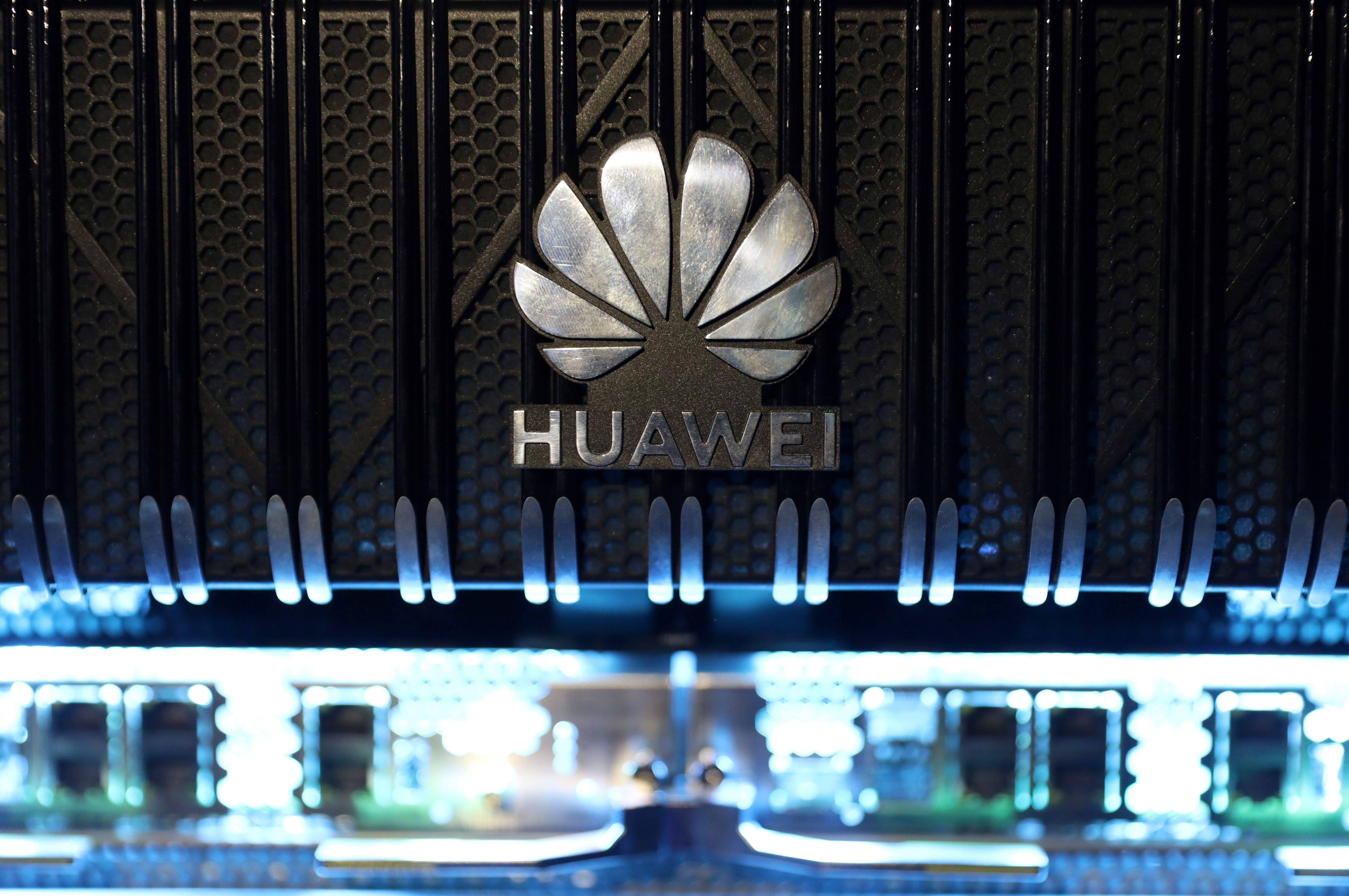 British mobile carriers warn removing Huawei will cause 'blackouts' and cost billions – CNBC
