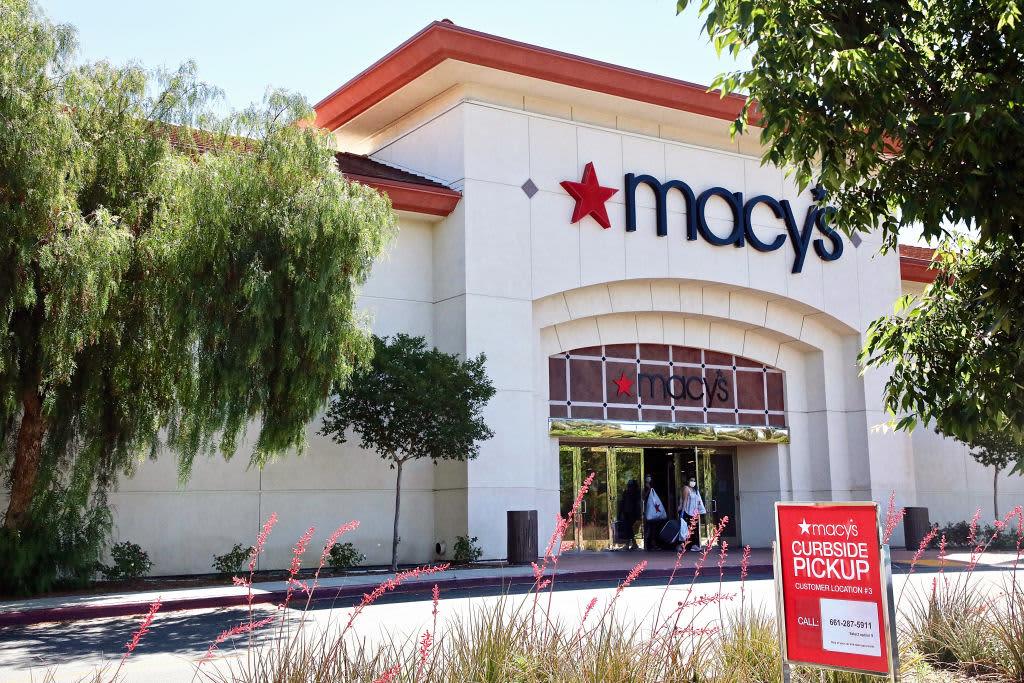 Le azioni di Macy salgono vertiginosamente, secondo la società i negozi riaperti hanno superato le aspettative