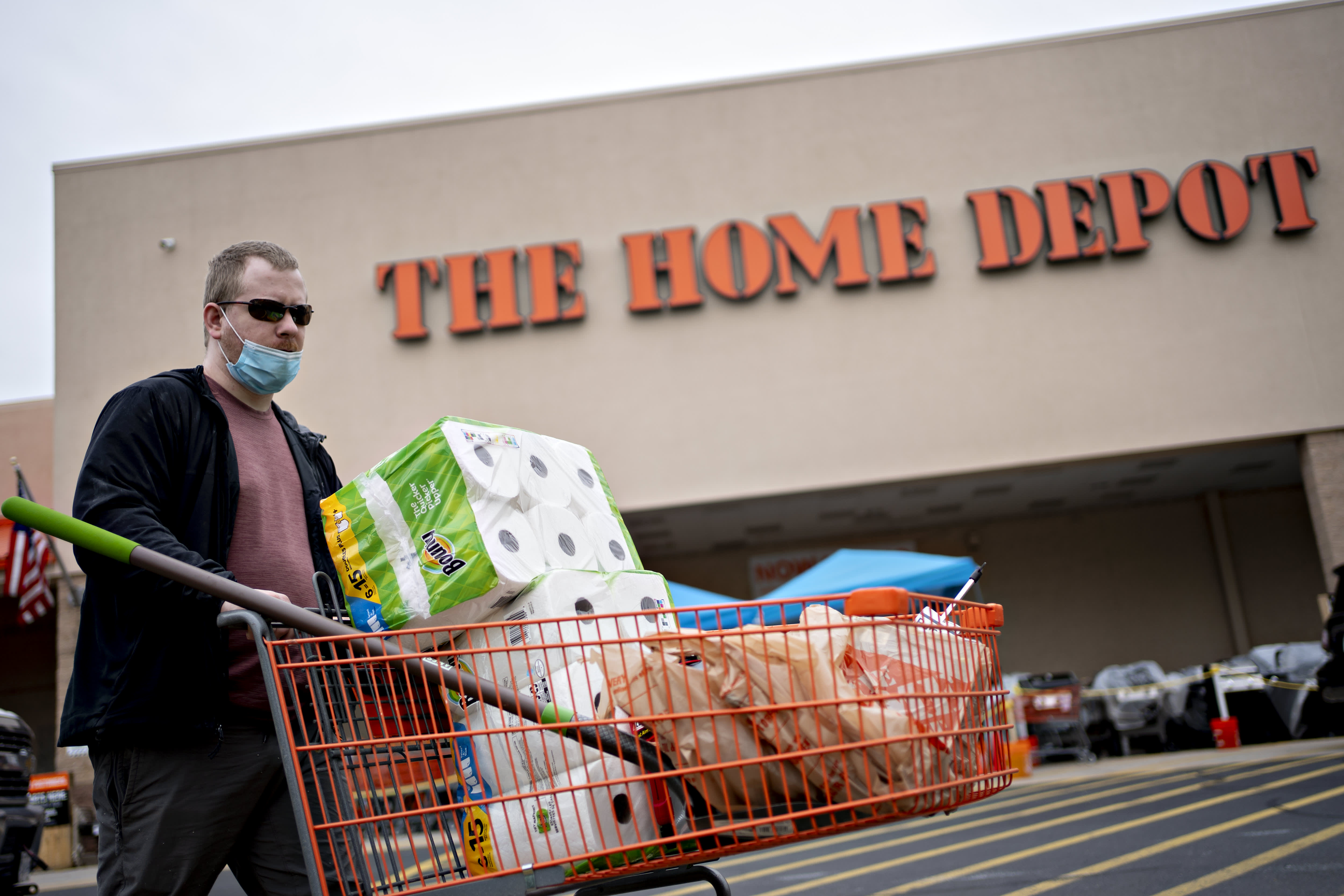 Stocks making the biggest moves in the premarket: Home Depot Walmart Amazon Kohl's & more – CNBC