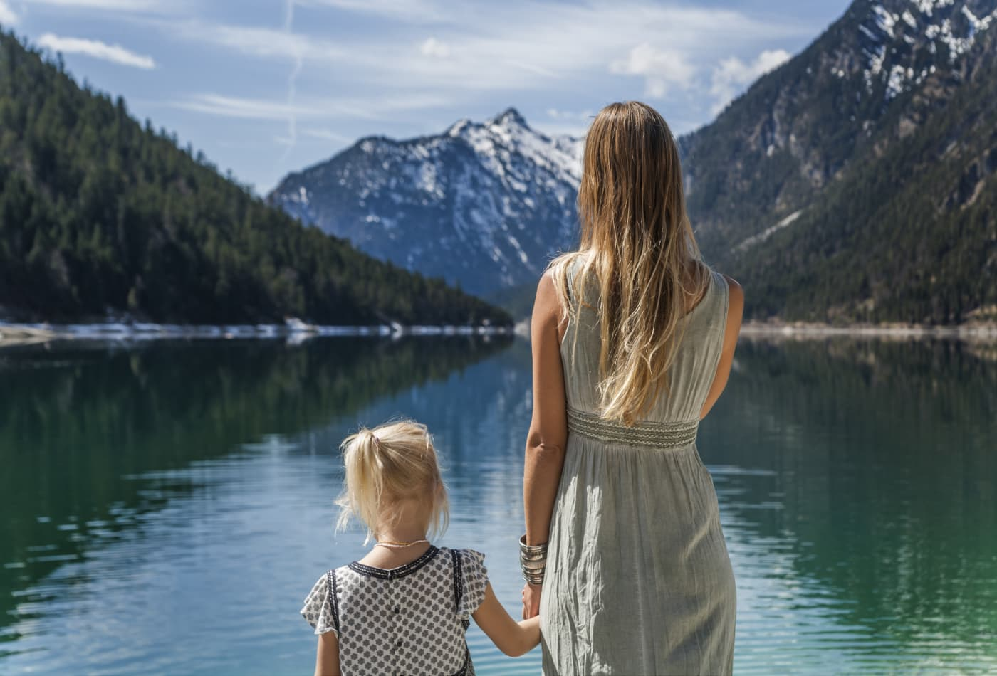 A therapist shares the 7 biggest parenting mistakes that destroy kids' mental strength