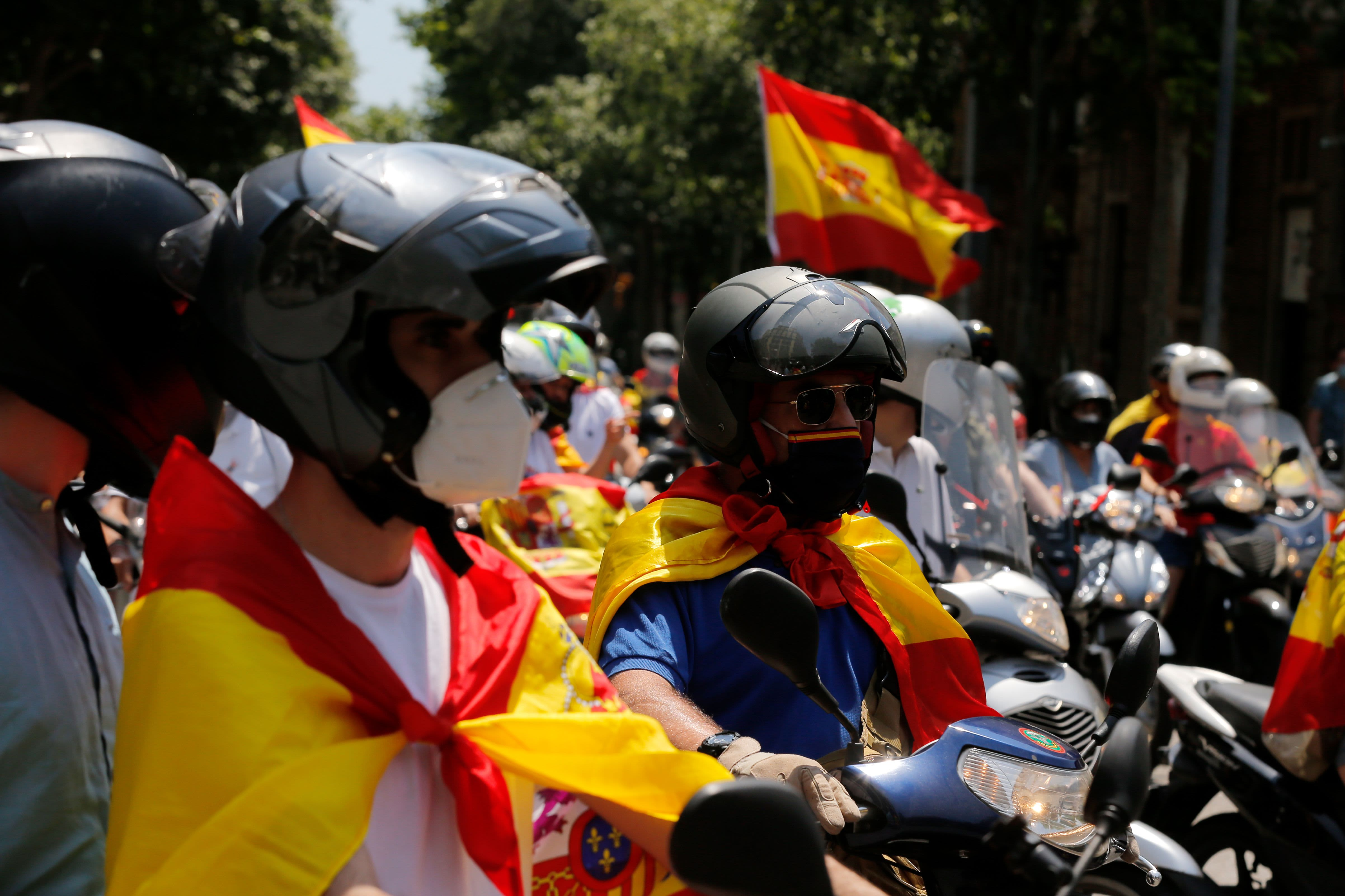 Protests break out in Spain against lockdowns; US cases top 1.6 million