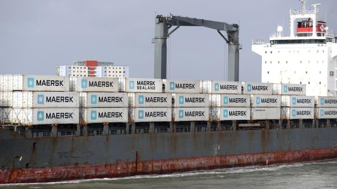Kontainer Maersk di atas kapal kontainer Hammonia Husum, saat meninggalkan pelabuhan Portsmouth.  (Foto oleh Andrew Matthews / PA Images via Getty Images)