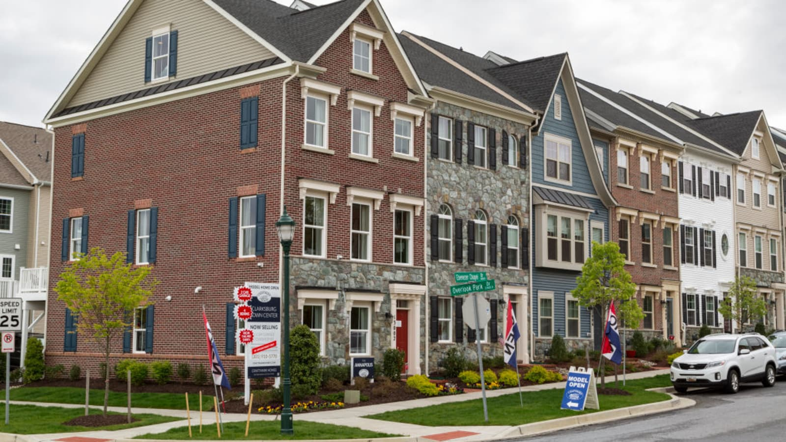 New Home Sales Rose Slightly In April As Prices Fall