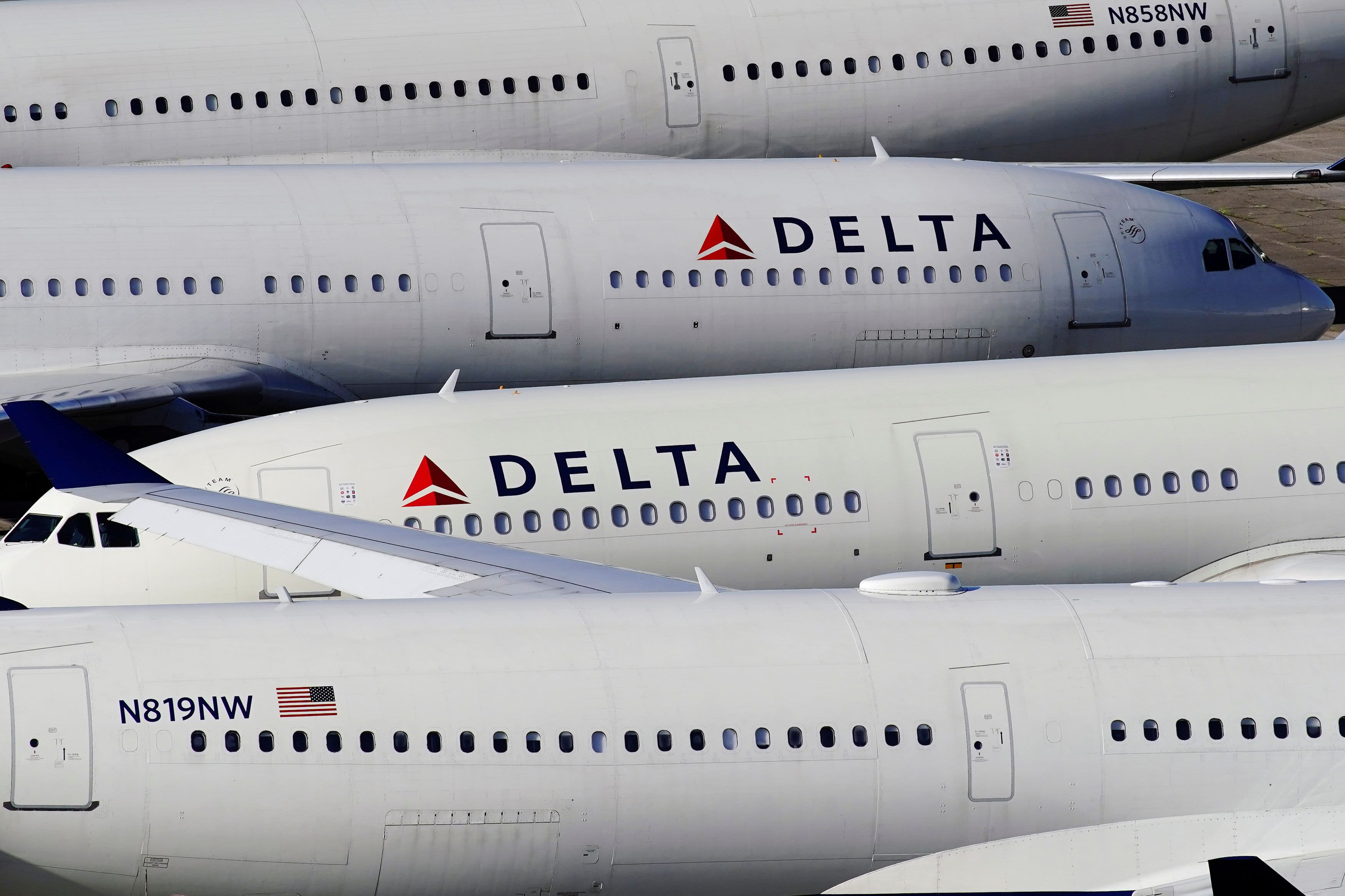 Delta offers employees buyouts, early retirement amid weak travel demand