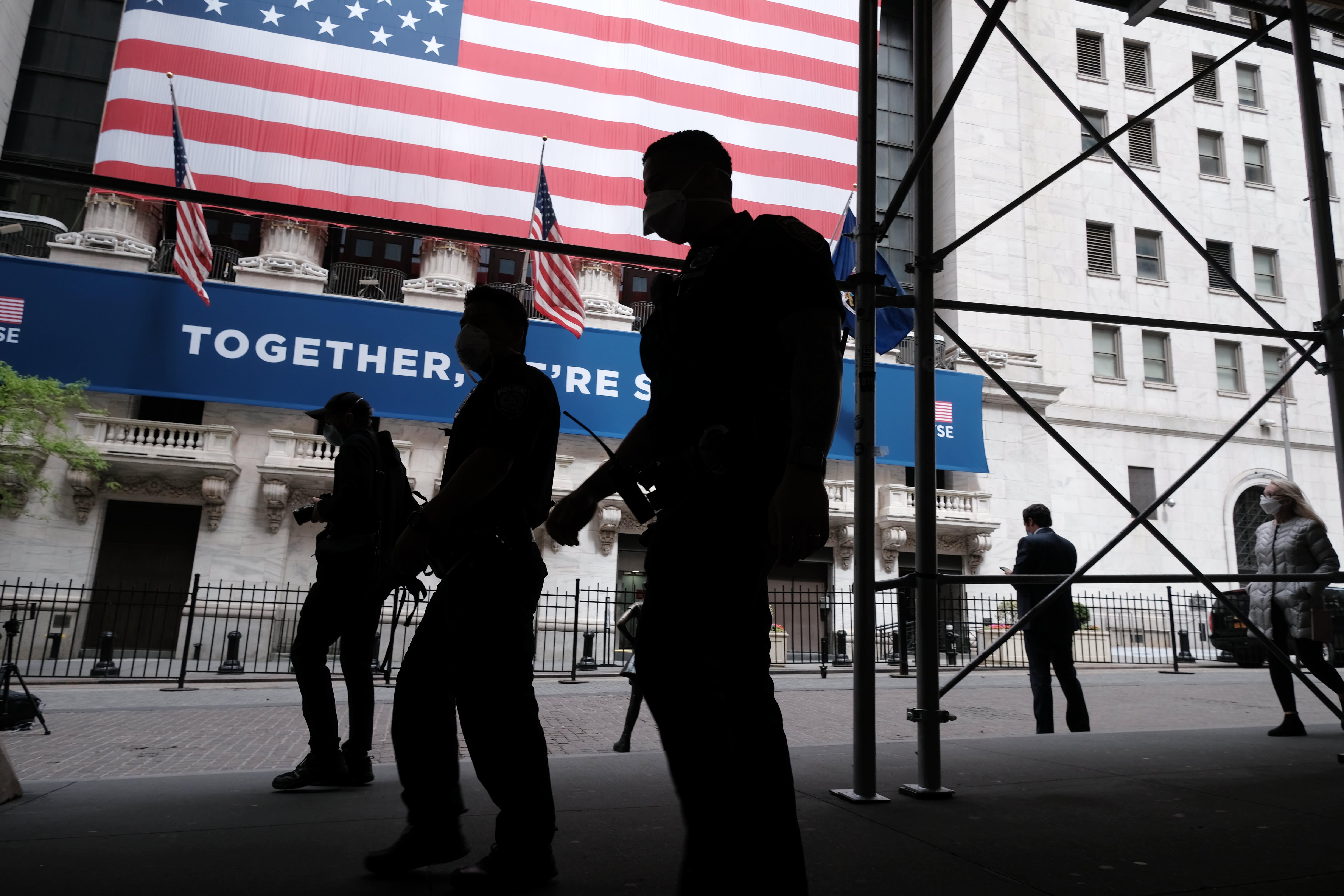 Dow raduna più di 200 punti per chiudere il suo miglior trimestre dal 1987