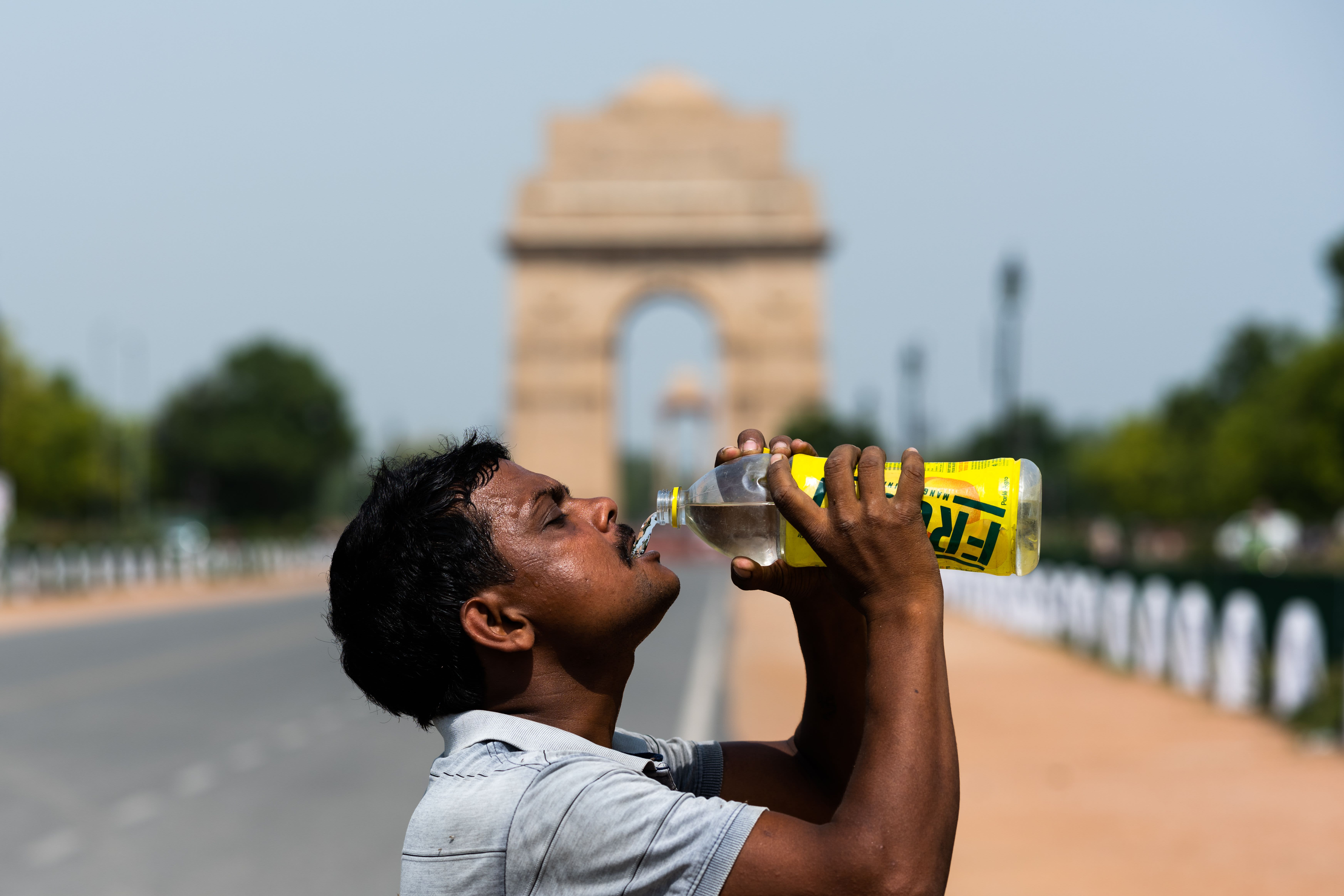 Heat wave scorches U.S., India; Siberia experiences record highs