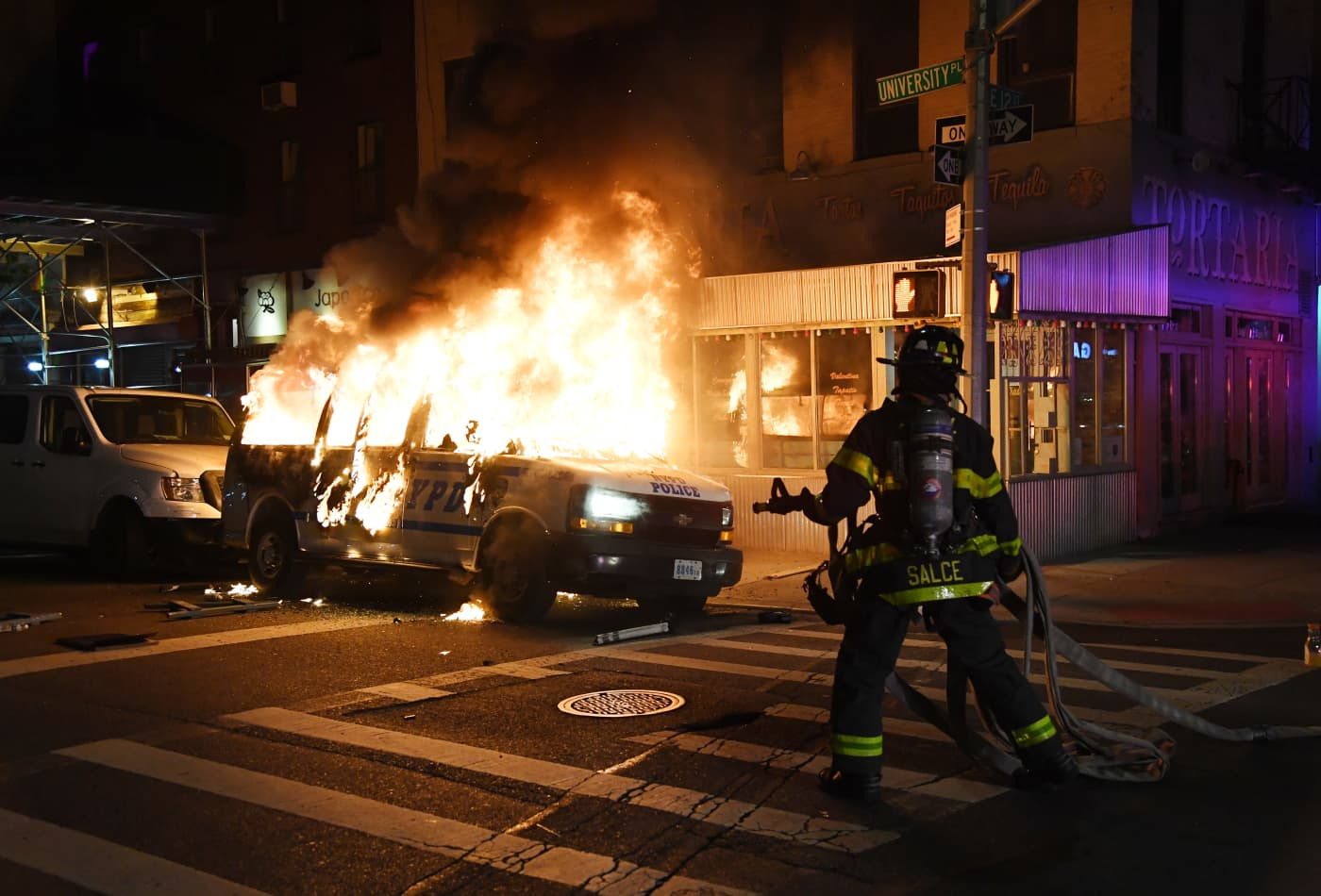 Live updates: Cities impose curfews, National Guard mobilizes as U.S. faces another night of unrest after George Floyd killing