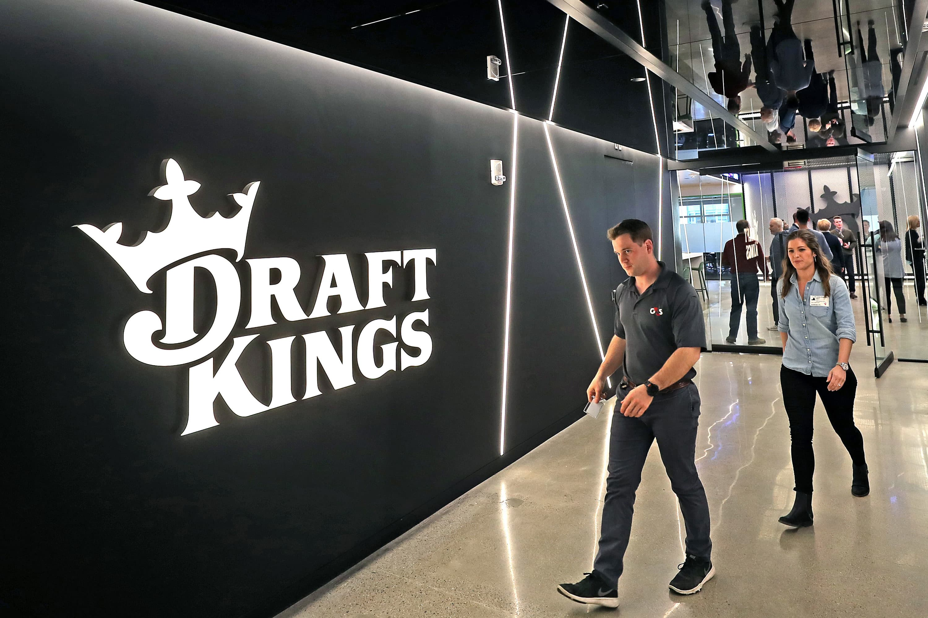 DraftKings surges after announcing ESPN deal  image