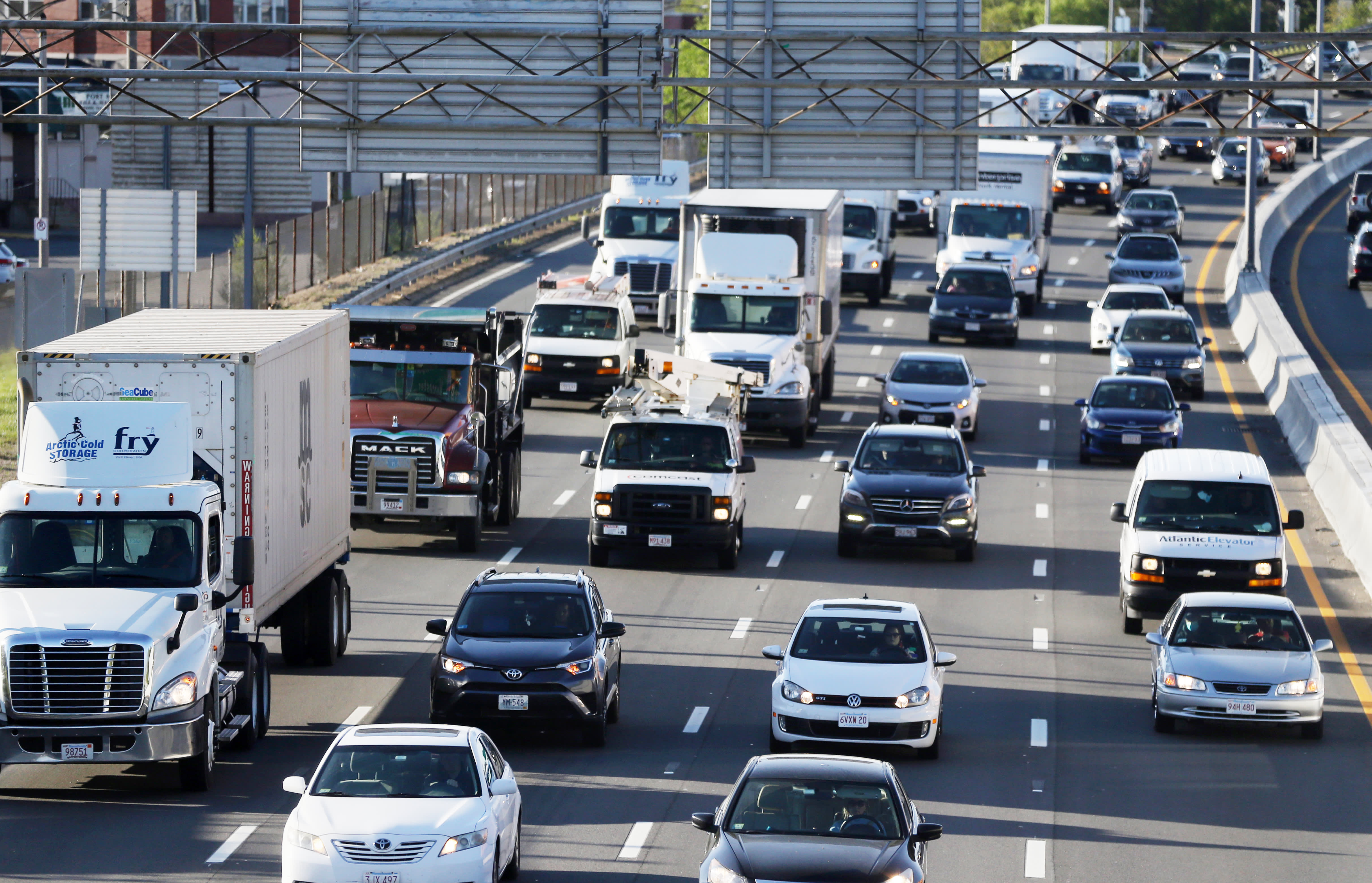 CDC guidance against mass transit sparks fears of congestion, emissions