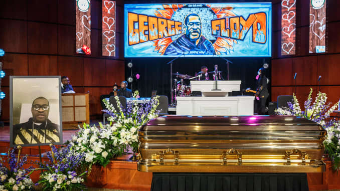 George Floyd Minneapolis Memorial Same Time As Police Court Hearing