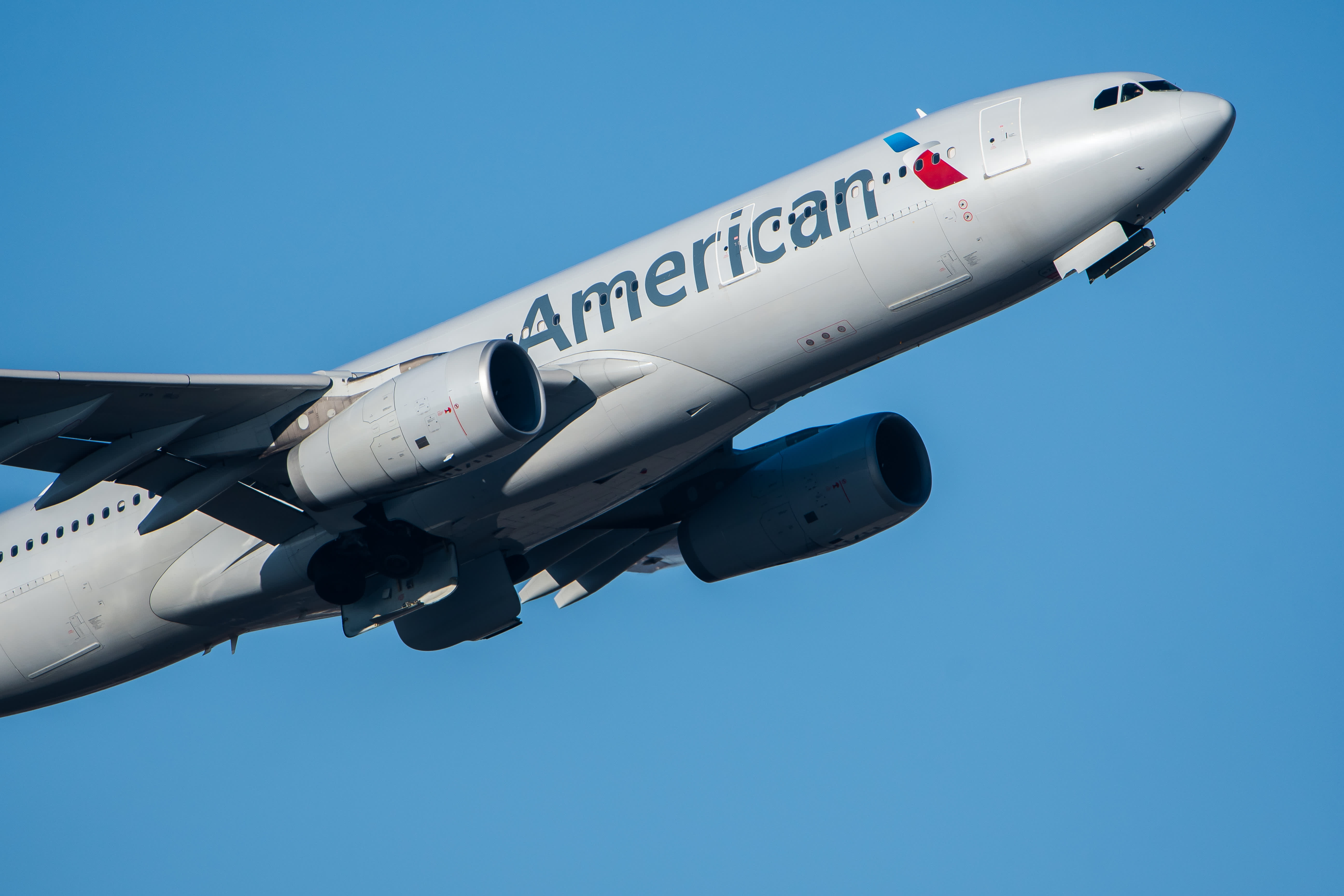 American Airlines reports $2.4 billion net loss in third quarter, cuts cash burn