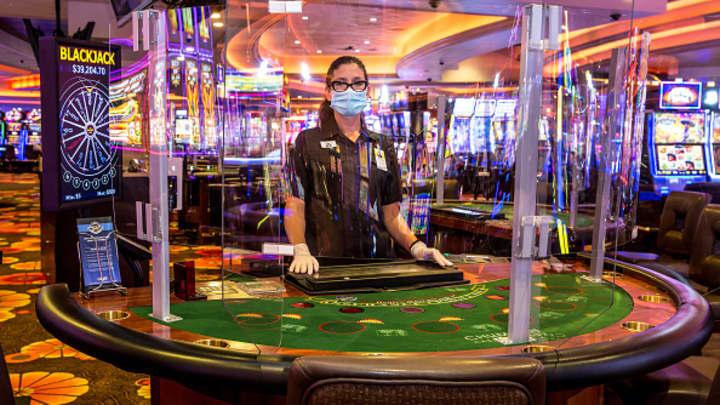 Coronavirus may sway regulators to allow casinos to say good-bye to cash
