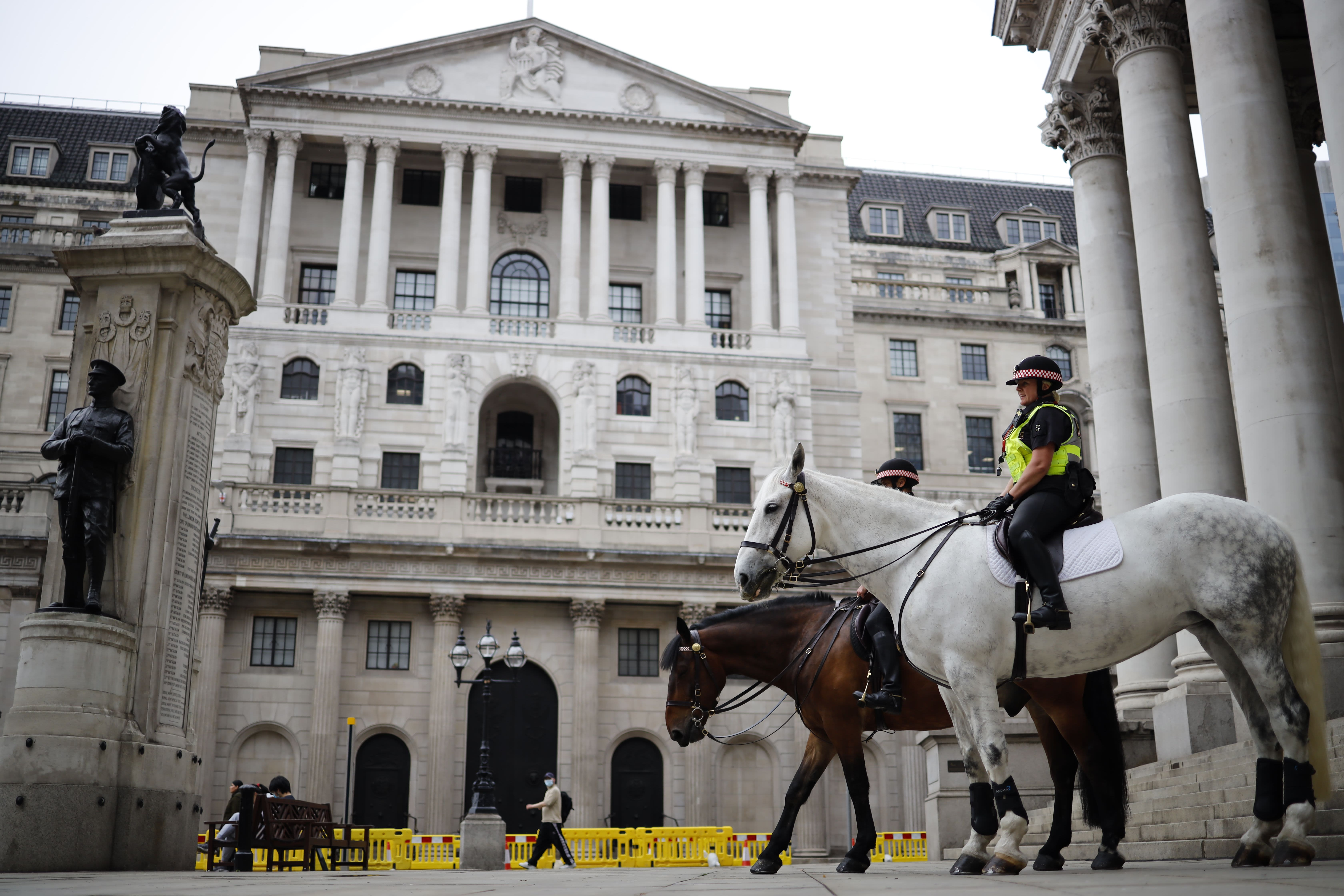 Bank of England holds rates steady as UK navigates second wave fears and Brexit talks - CNBC