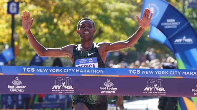 Lelisa Desisa of Ethiopia crosses the finish line to win the Men's Division during the 2018 TCS New York City Marathon in New York on November 4, 2018.