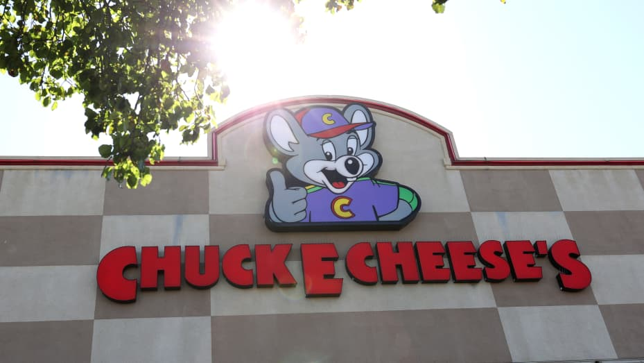A sign is posted on the exterior of a Chuck E. Cheese's restaurant on June 25, 2020 in Pinole, California.