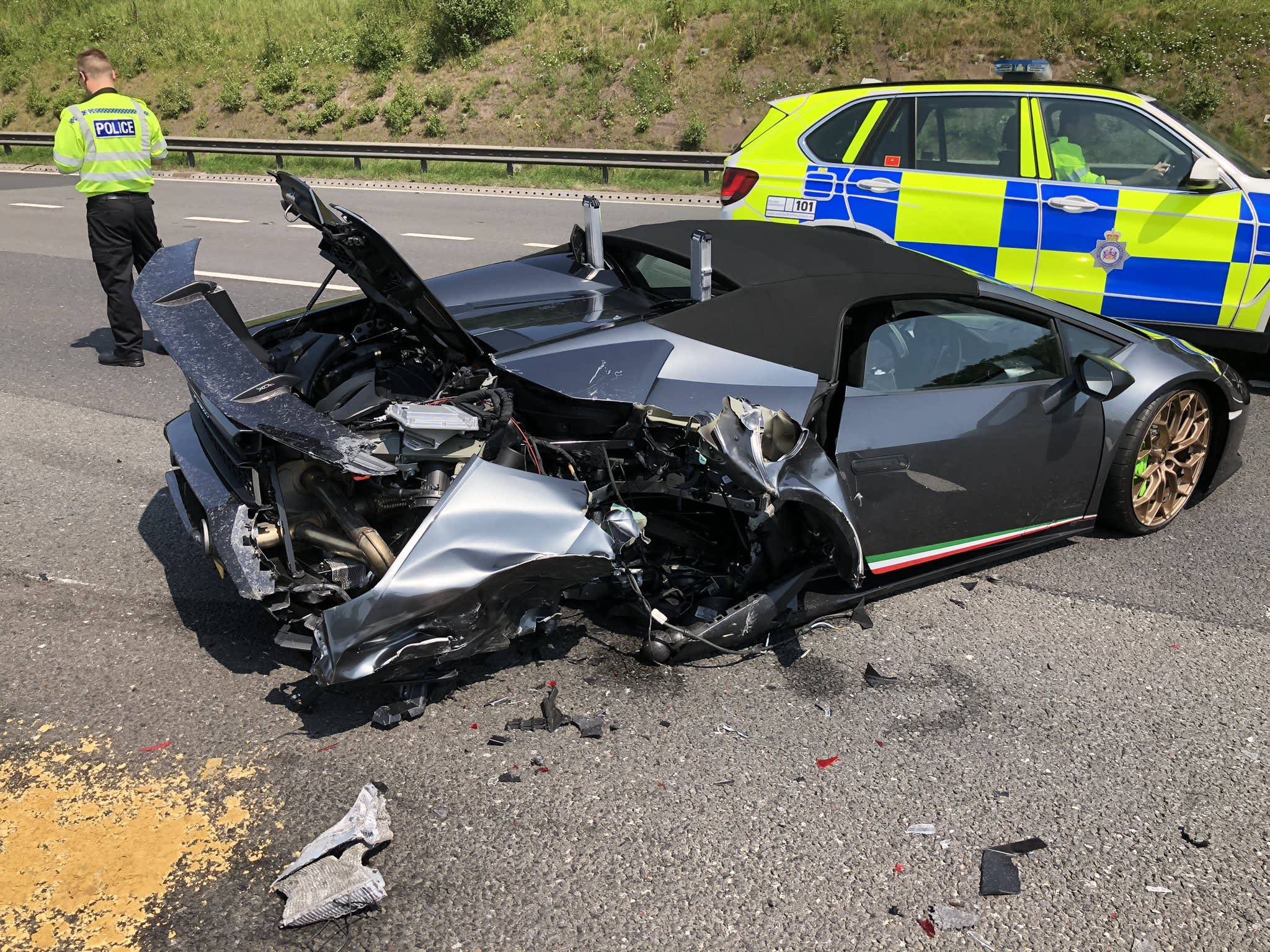 Lamborghini ha distrutto solo 20 minuti dopo aver lasciato lo showroom