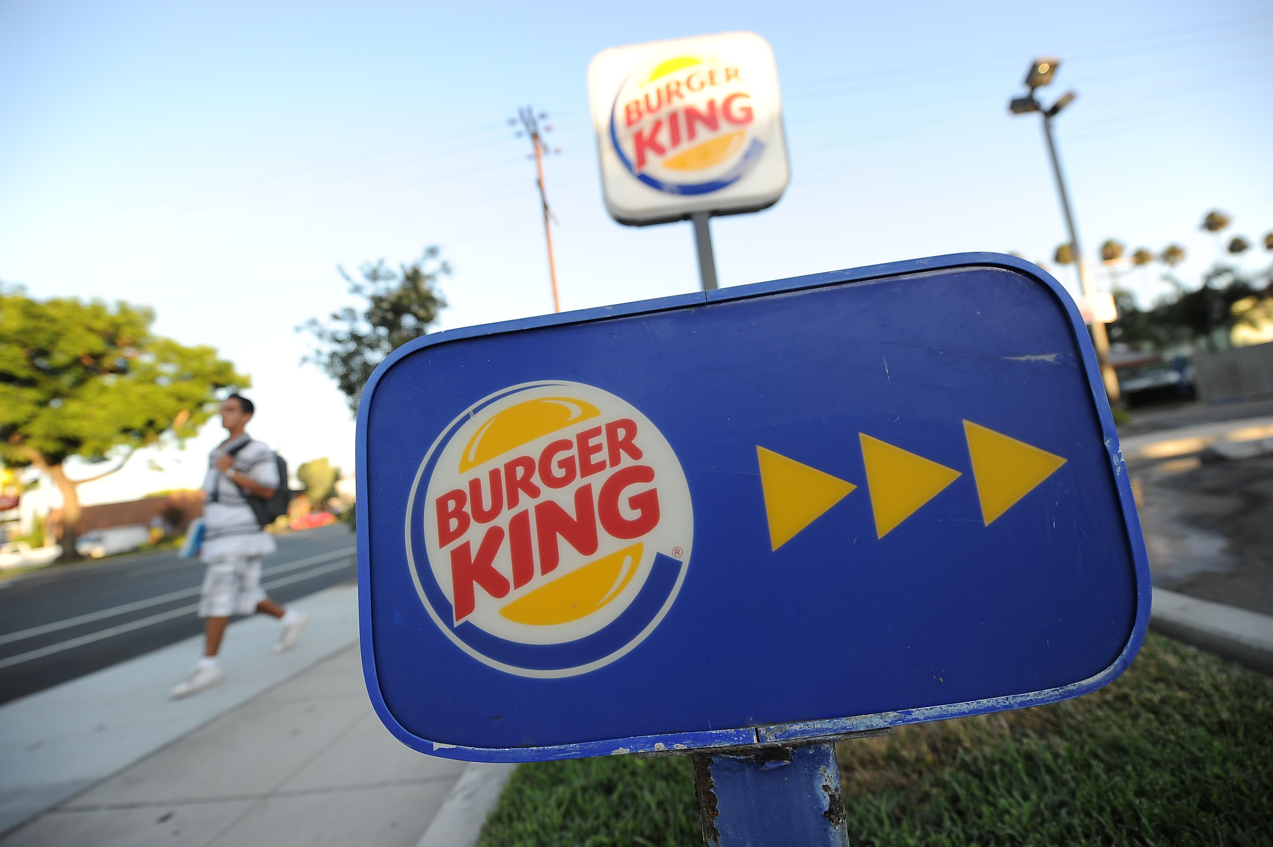 Le vendite negli stessi negozi di Burger King negli Stati Uniti sono basse quando tornano i clienti dei fast-food