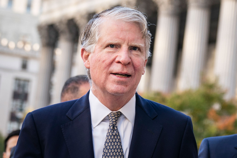 Judge orders Manhattan DA, Trump lawyers to detail...