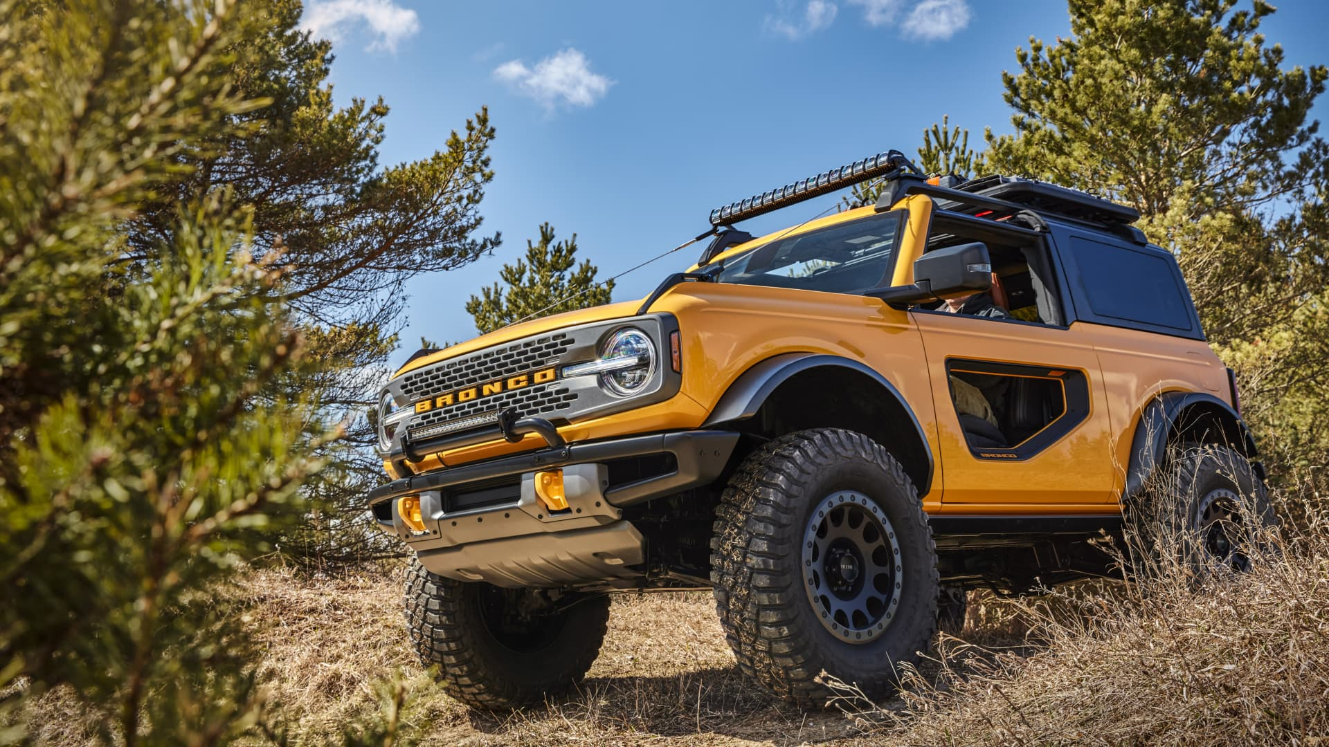 Ford is launching the 2021 Bronco with more than 200 factory-backed aftermarket accessories for more capability and personalization.