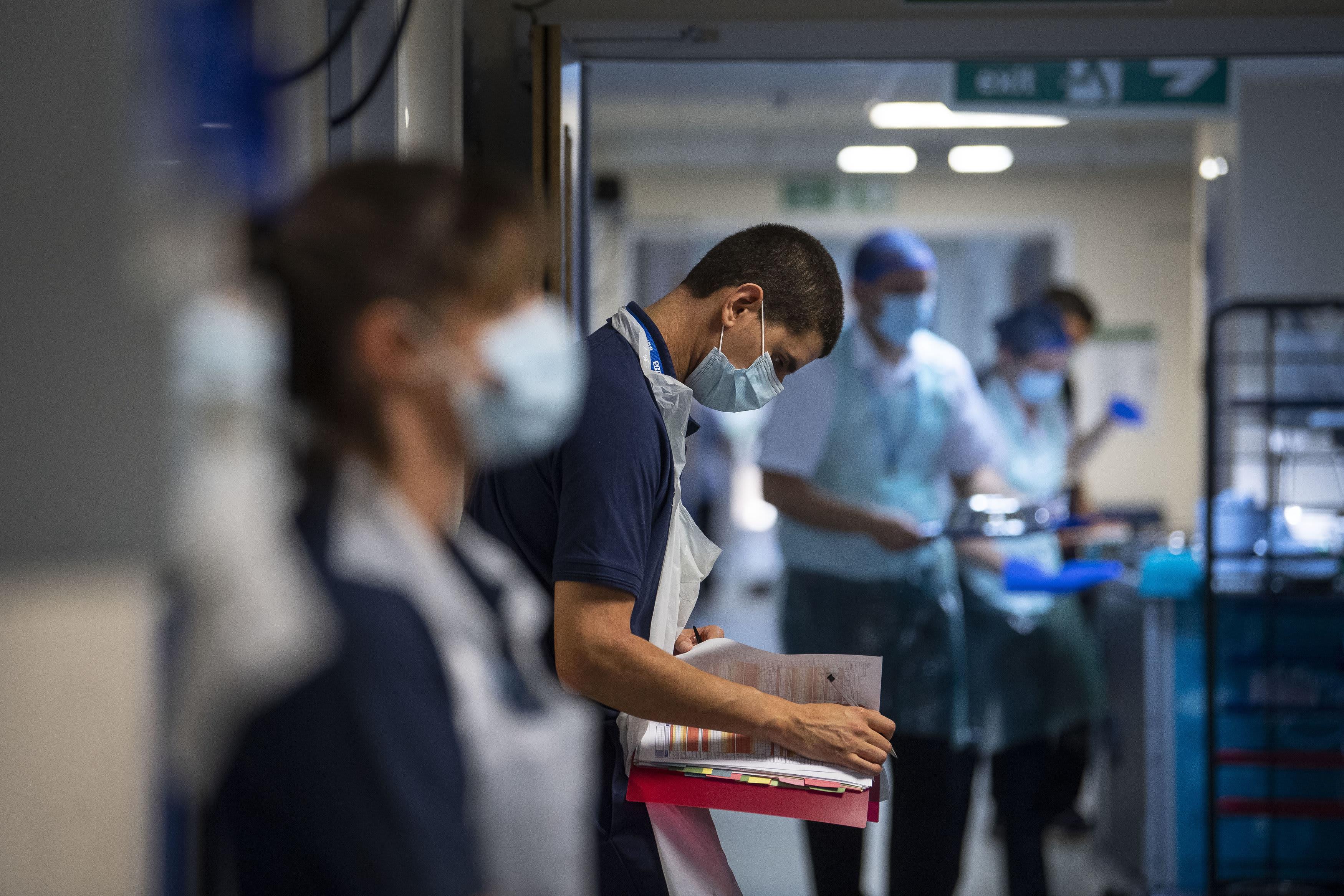 European markets close lower amid coronavirus spike; Travel and leisure stocks fall 3.4% - CNBC
