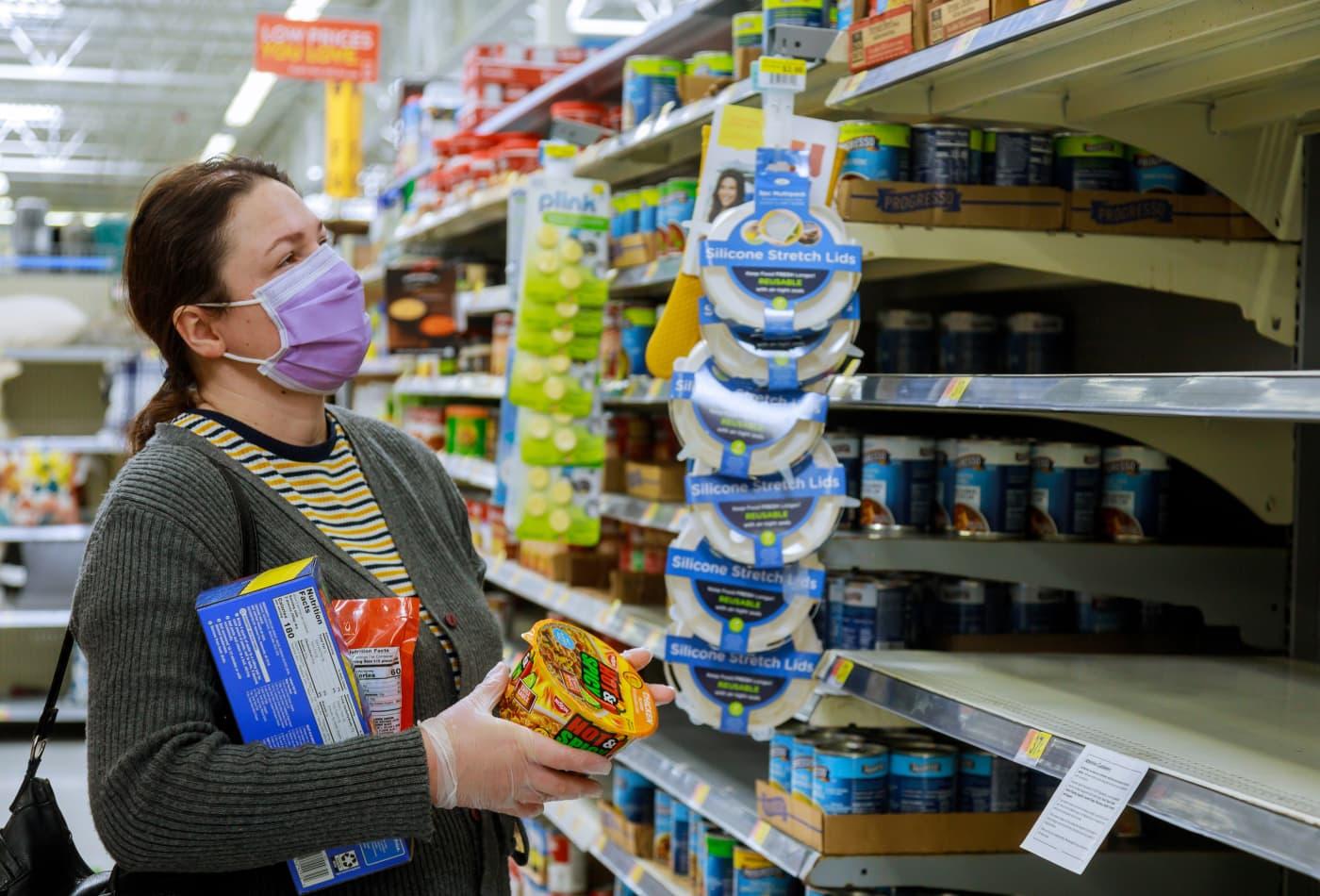 https://image.cnbcfm.com/api/v1/image/106617865-1594841919988walmart-supermarket-los-angeles-ca-us-16-may-2020-shopping-during-coronavirus-covid-19-pandemic-empty_t20_o0olkg.jpg?v=1594842026&w=1400&h=950