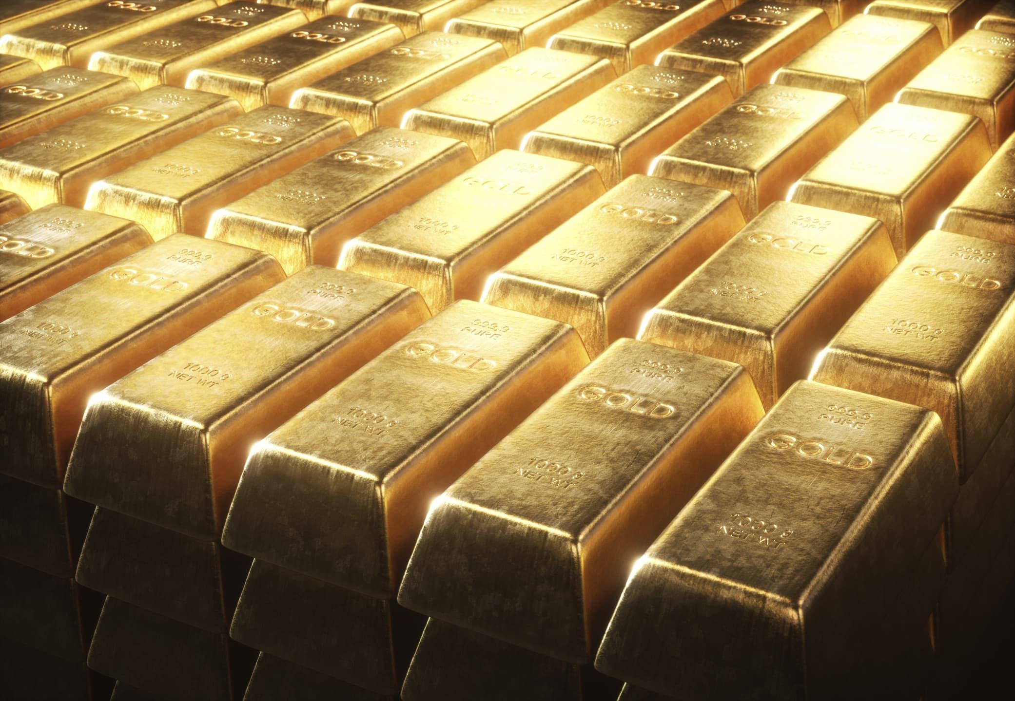 Gold prices surge to record high amid coronavirus worries, U.S.-China tensions thumbnail