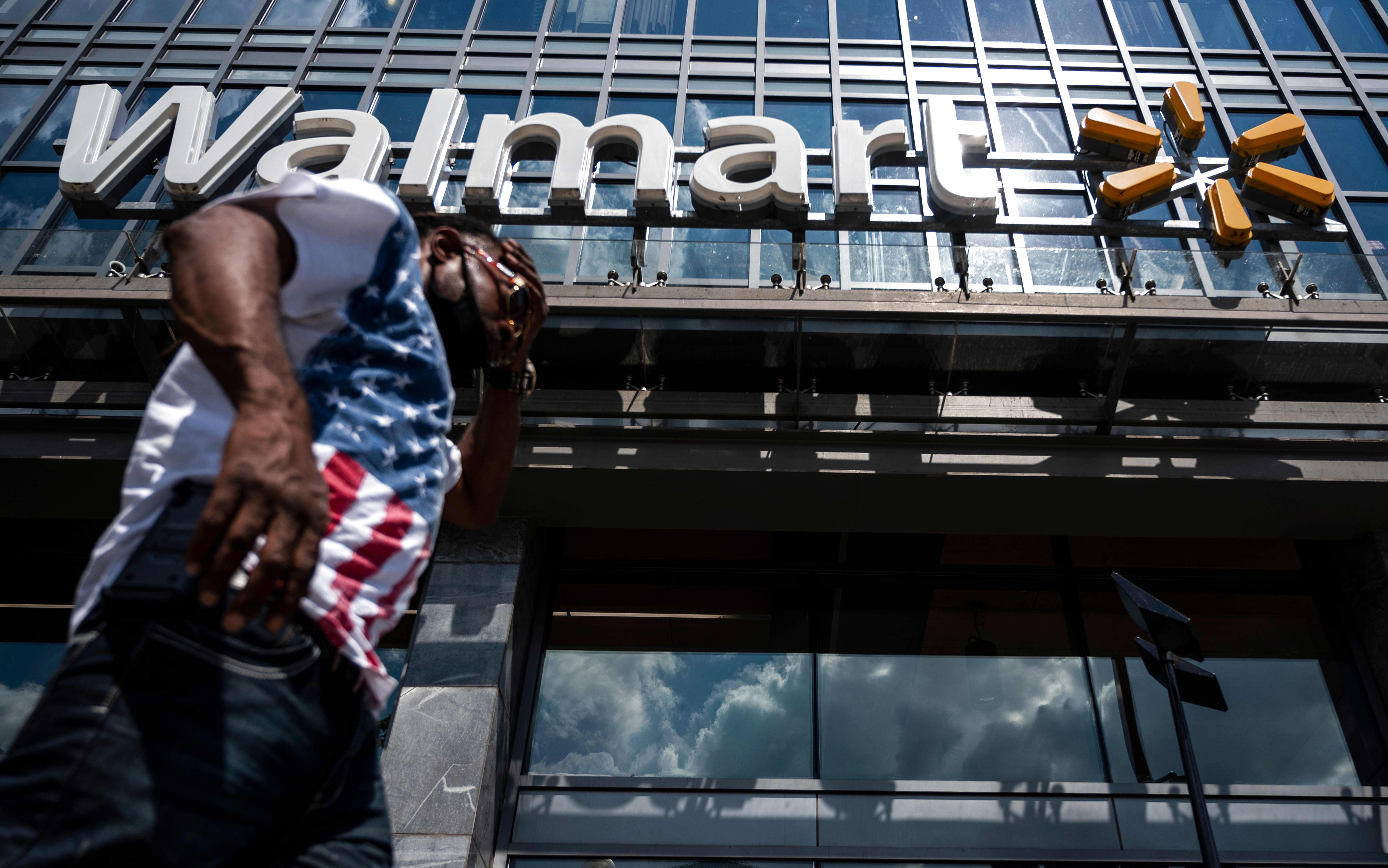 Walmart cuts hundreds of corporate roles, report says