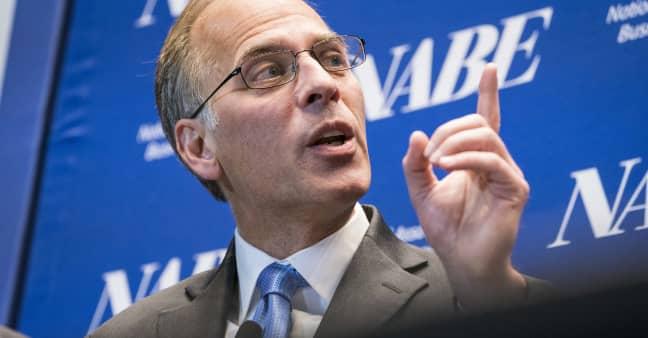 Beware of inflation 'headwinds': Economist Mark Zandi predicts 10% to 20% market correction