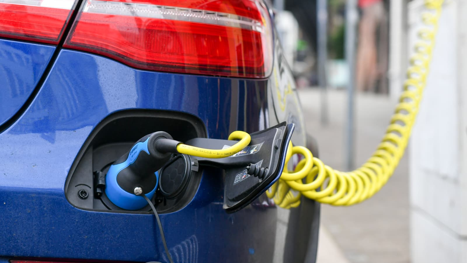 Volvo chief stresses importance of charging infrastructure