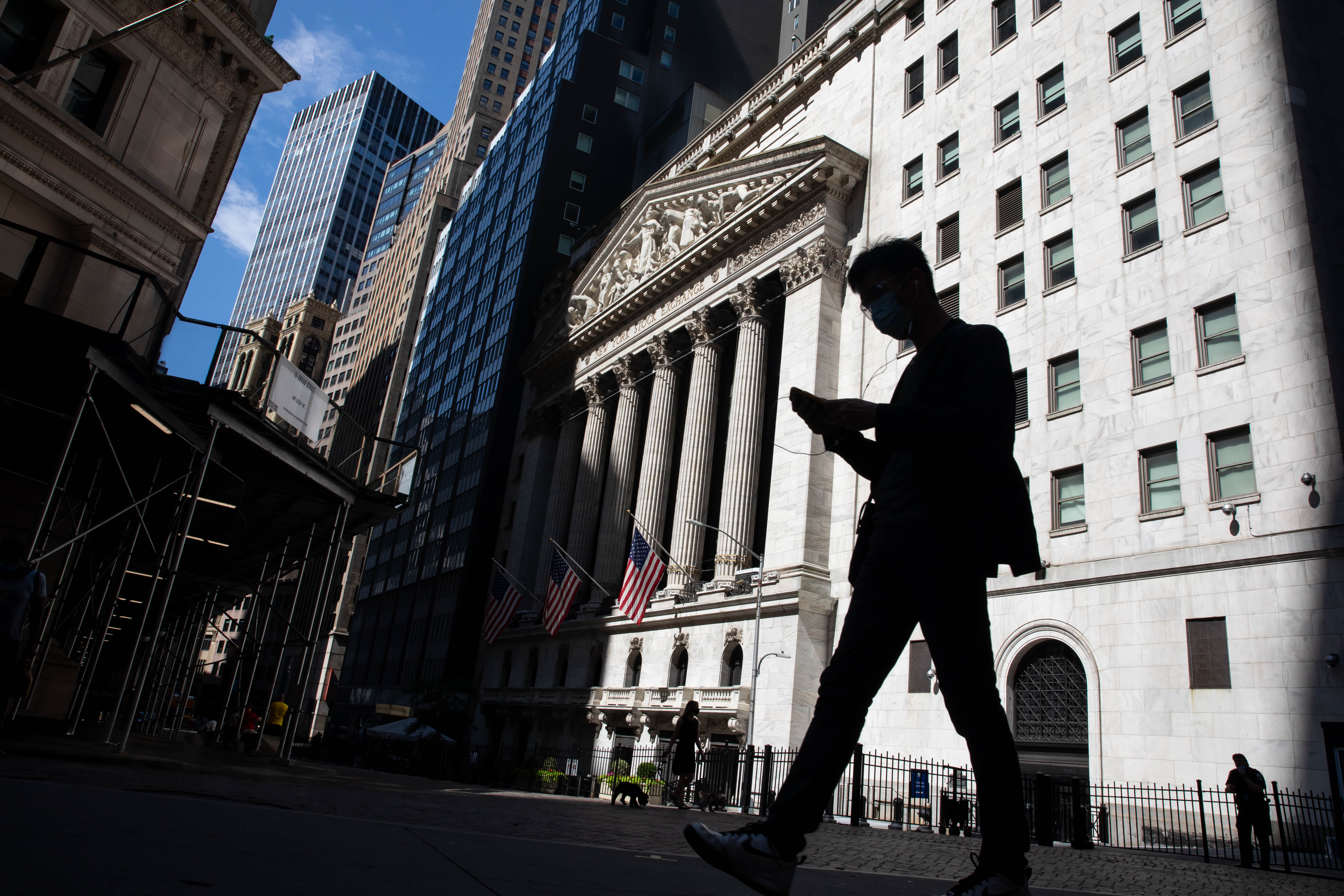 Stock futures open flat amid positive virus treatment data debate looms – CNBC