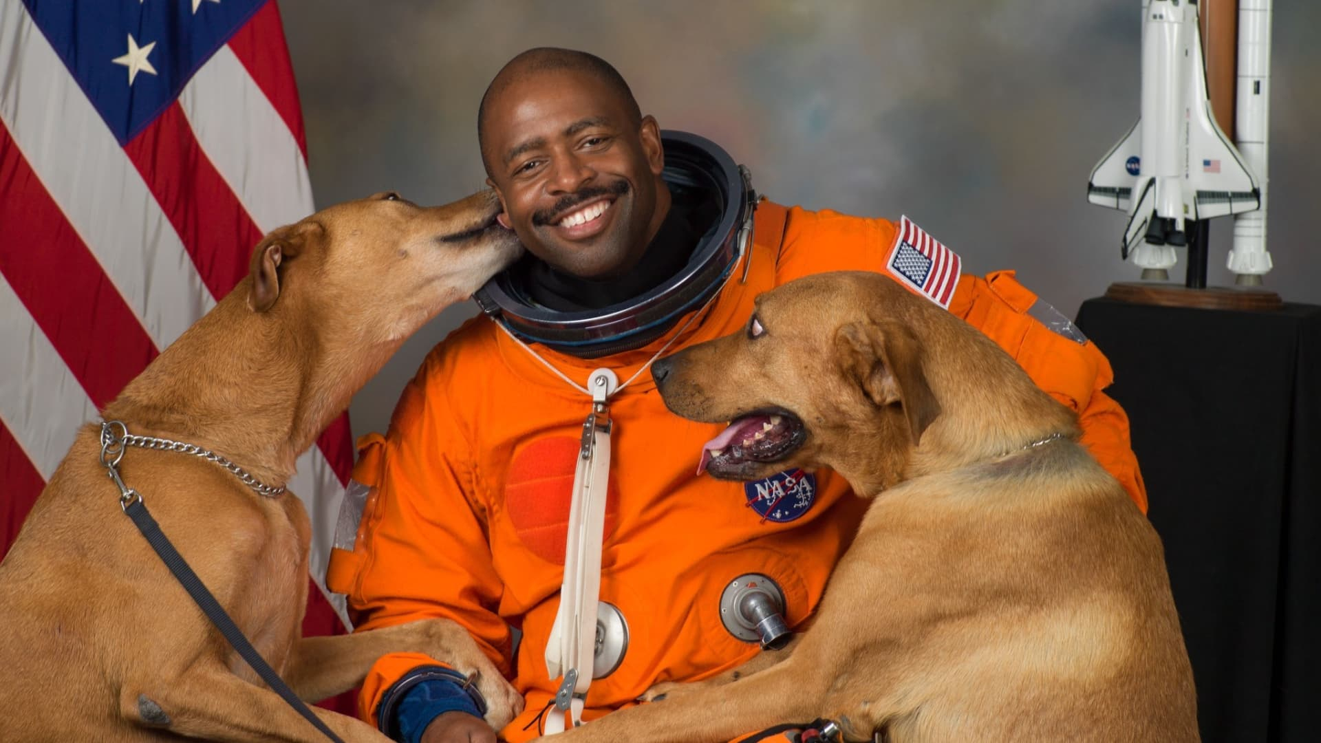 NASA astronaut Leland Melvin poses with his dogs, Jake and Scout, for an official portrait that later went viral.