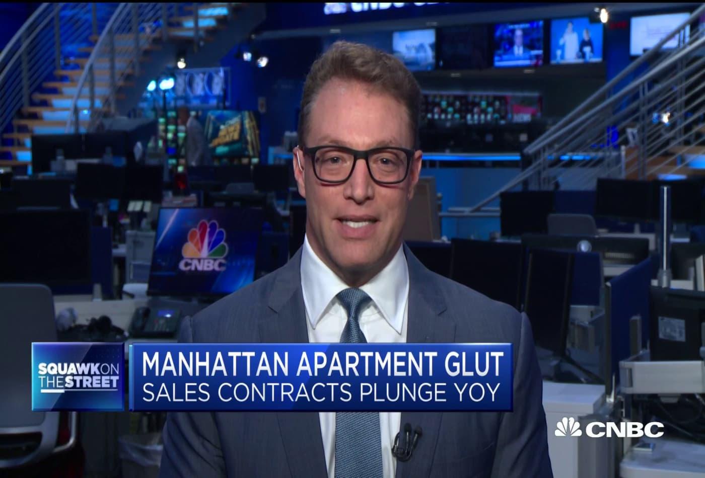 Manhattan apartment sales plunge due to Covid-19