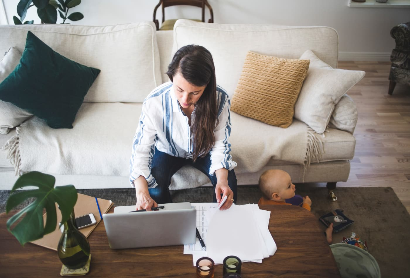 5 easy ways to earn extra money from your couch