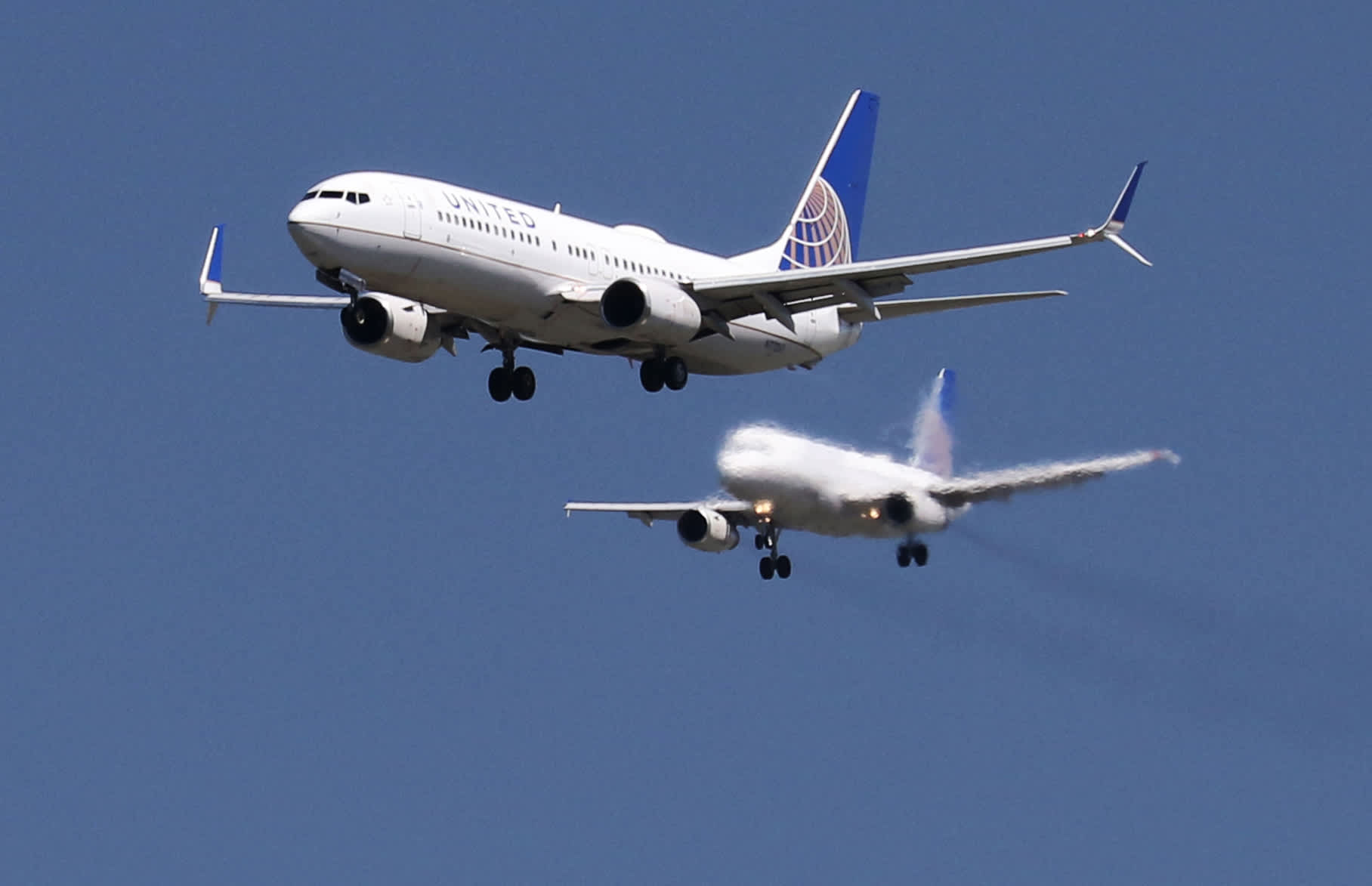 United CEO says travel demand unlikely to recover until vaccine is wid... image